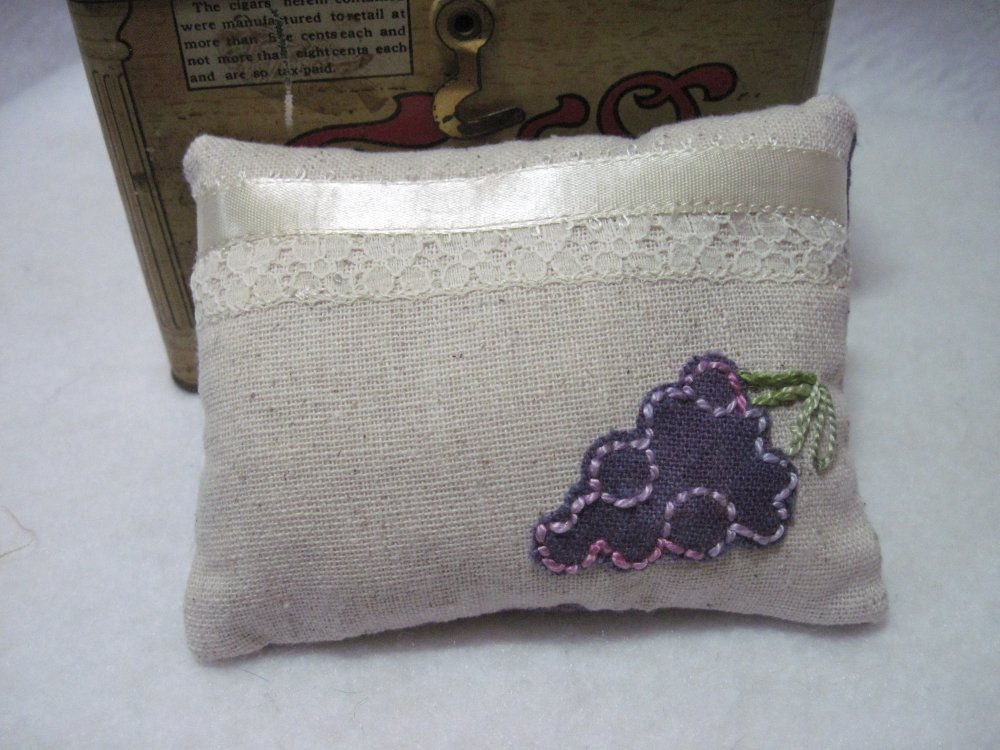 Grapes Osnaburg Pincushion Kit