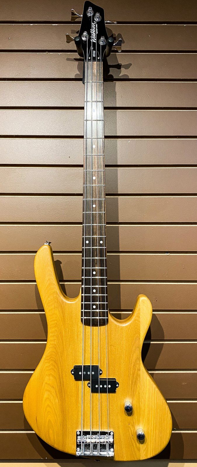 Washburn XB100 Bass Guitar Used w/Case