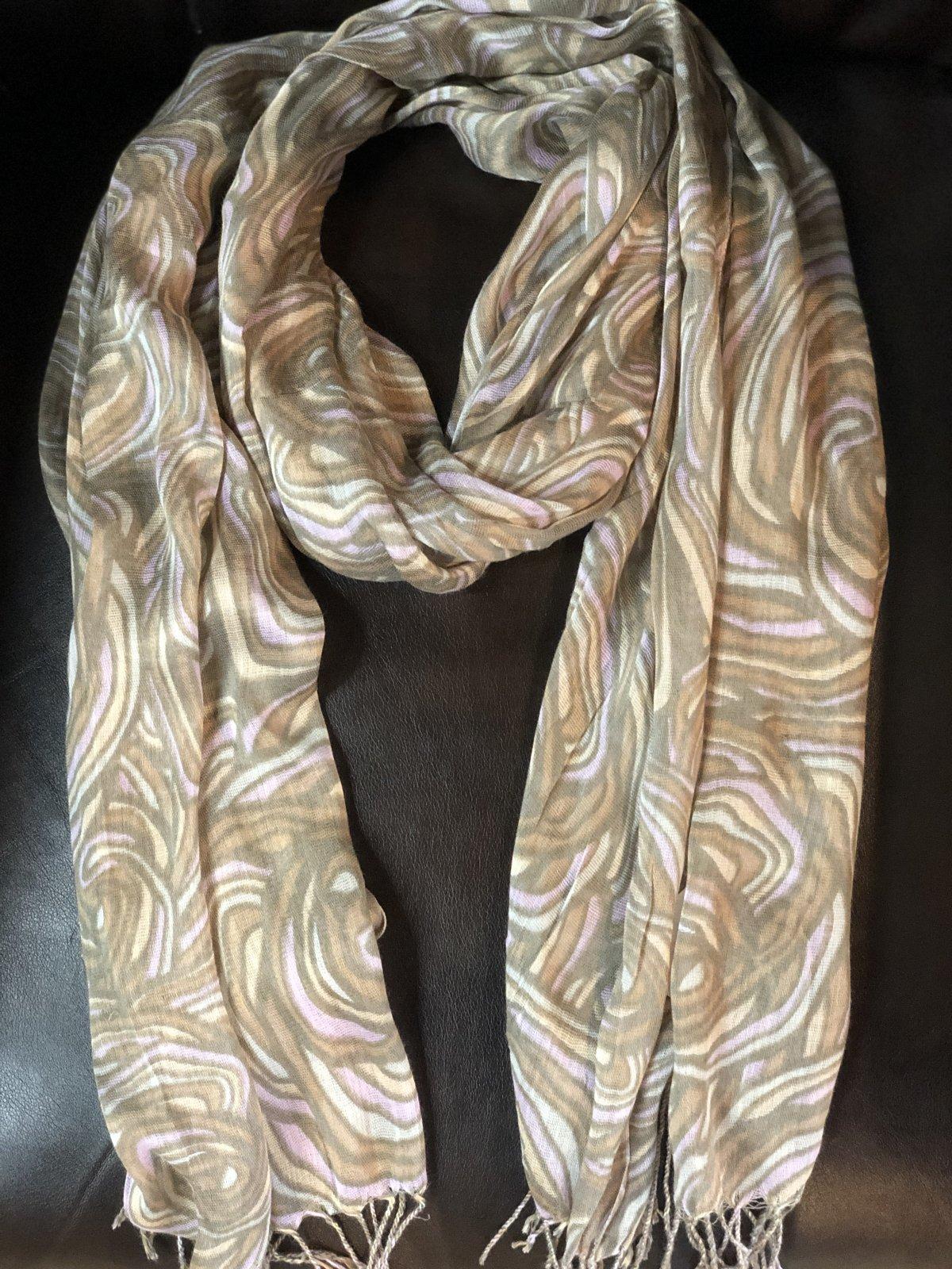 Veond patterned scarf