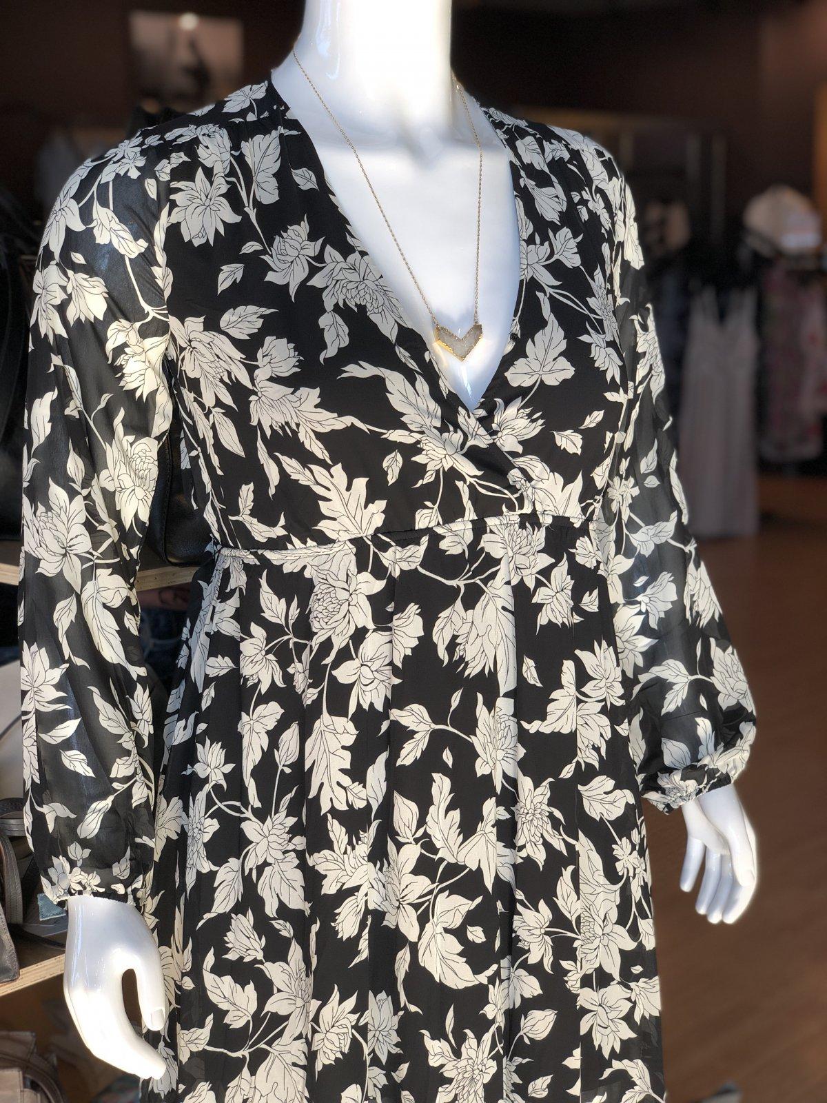 Aakaa surplus l/s maxi dress