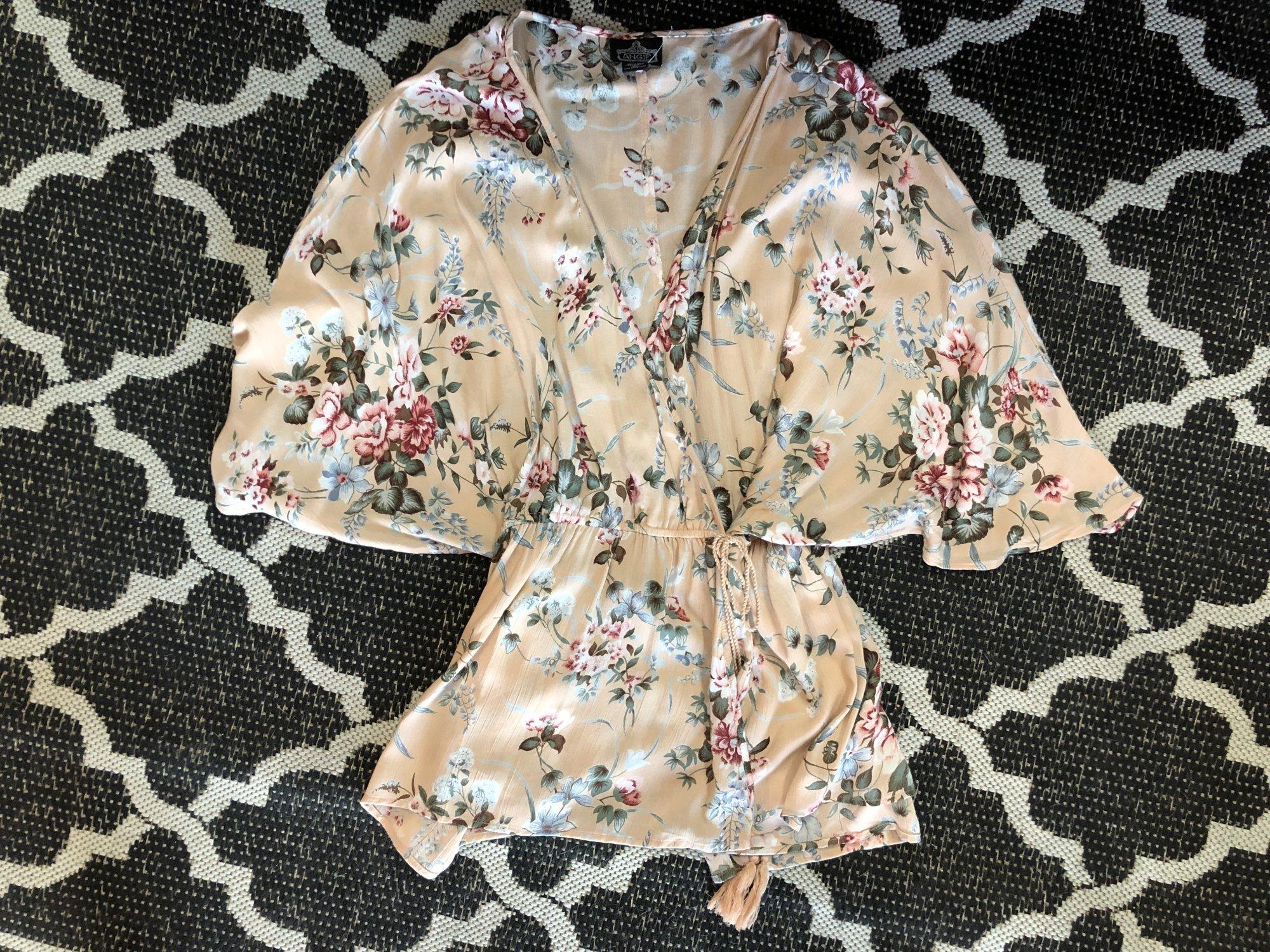 Angie surplus kimono top