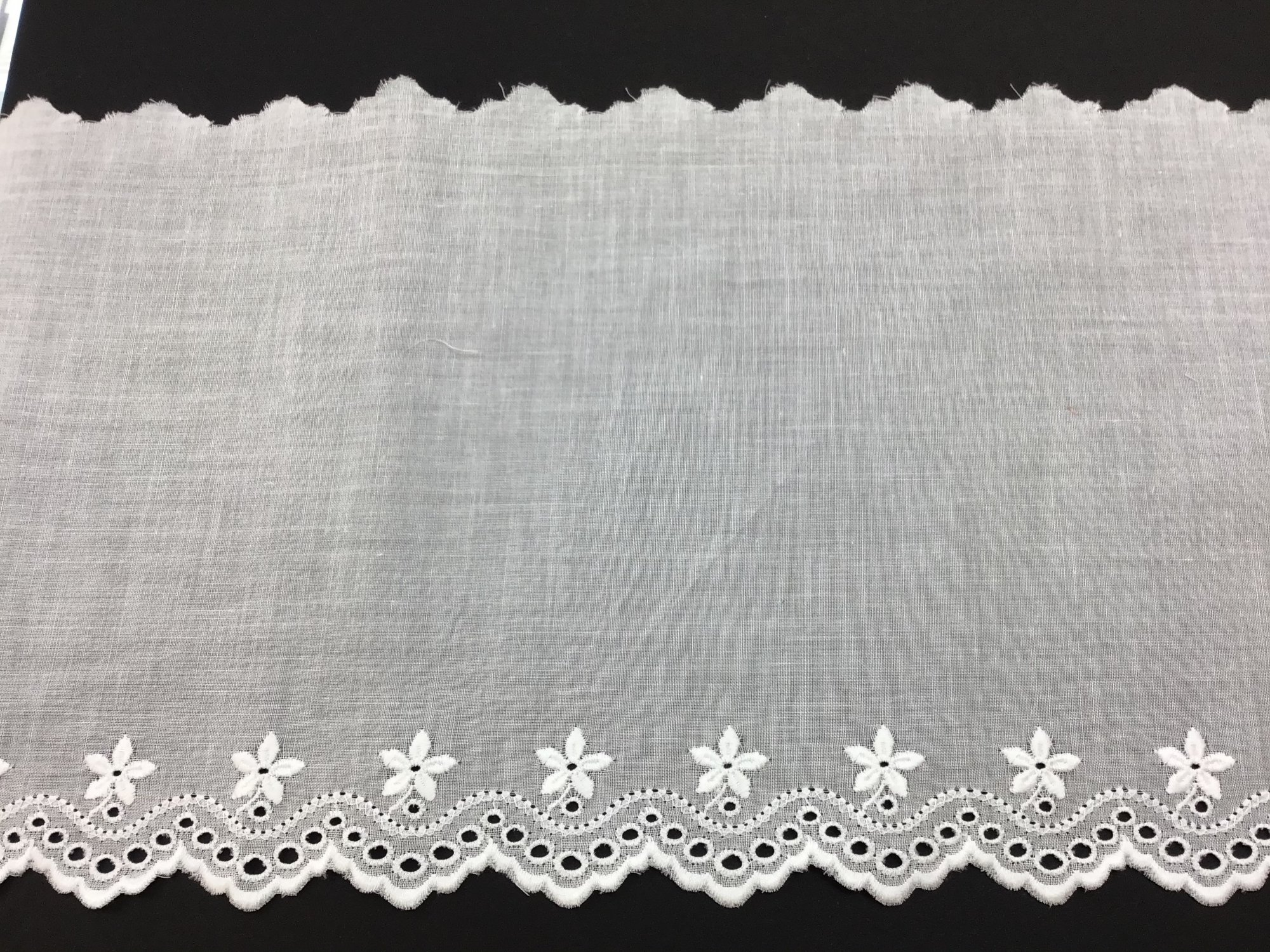 Swiss Embroidered Edging 7 Inch White 68024-14