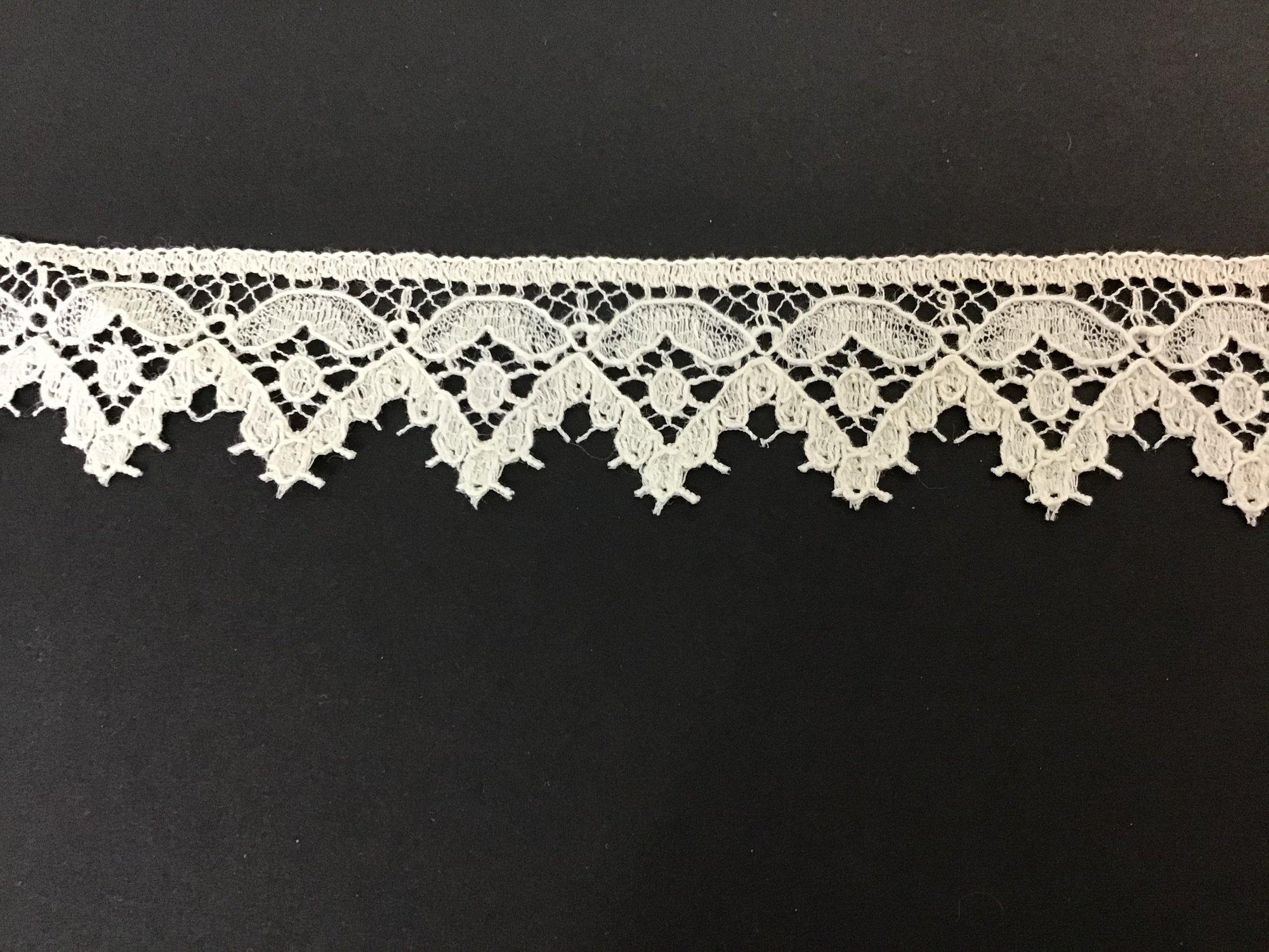 English Cluney Lace Edging 1 Inch Ecru E7486-12