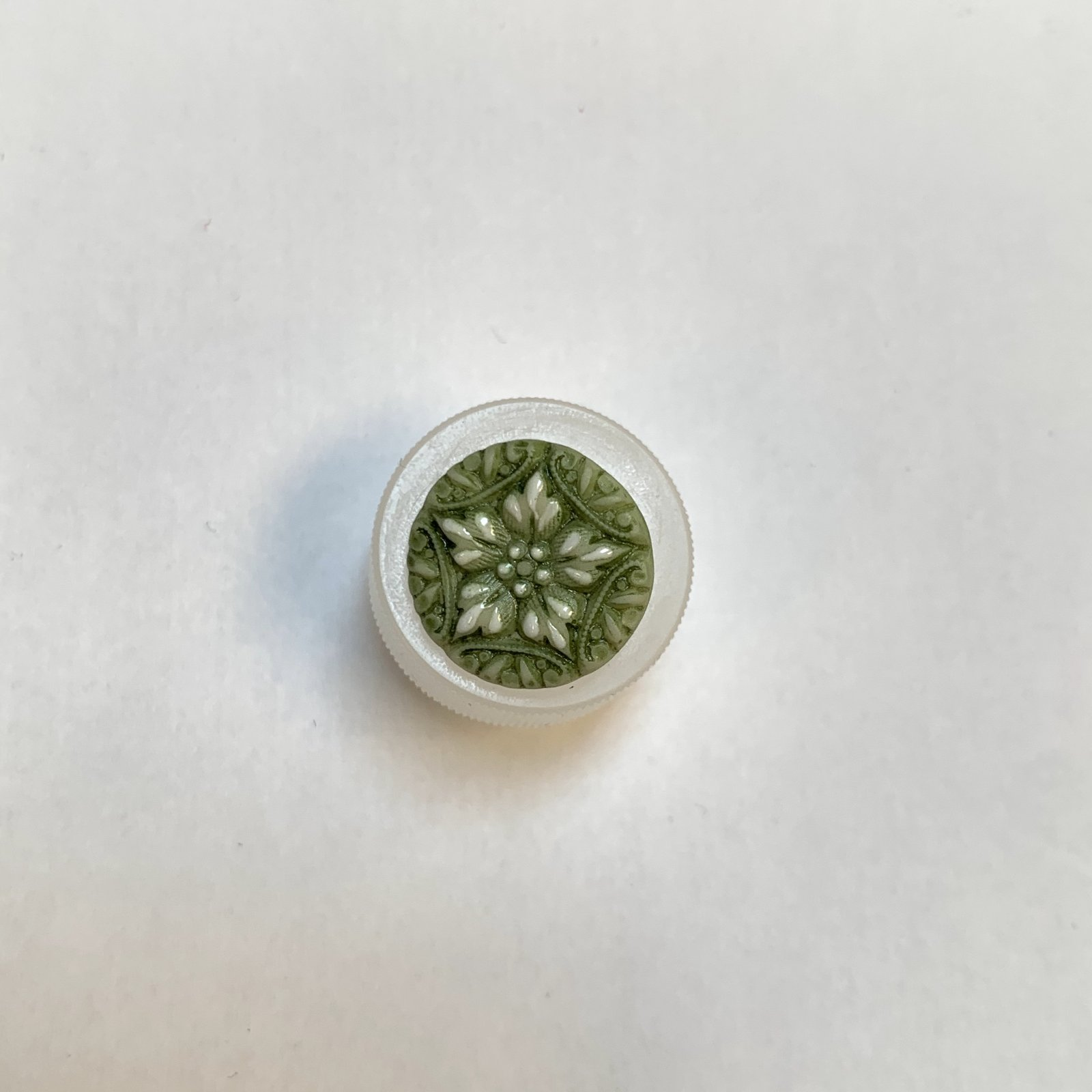 Green Flower Porcelain Button 5/8 Inch XB-858
