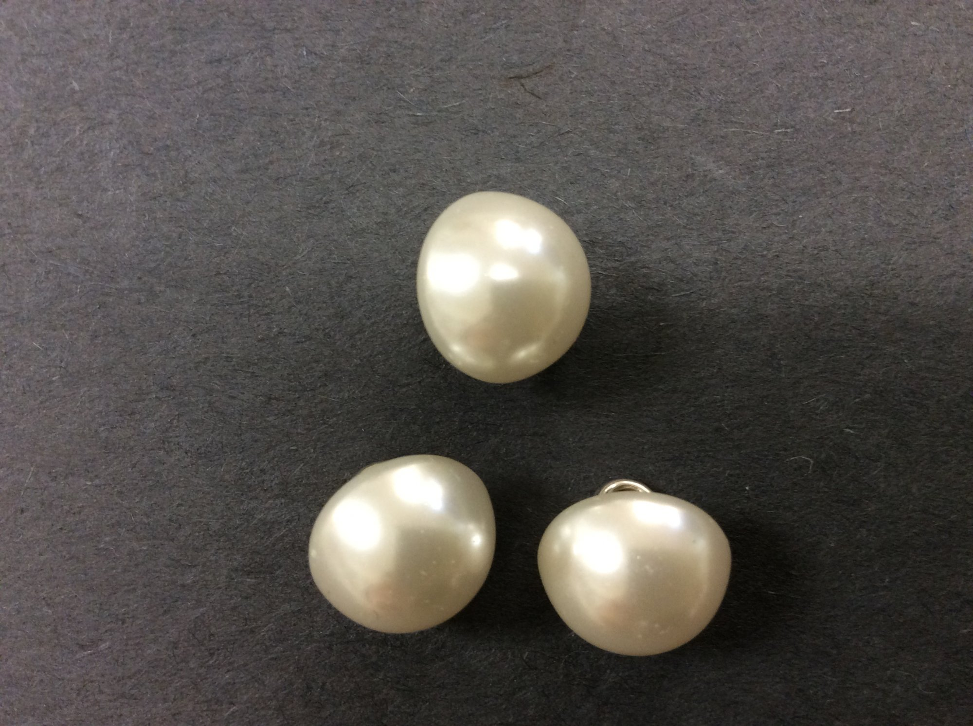 Pearl Dome Button with Metal Shank H6145