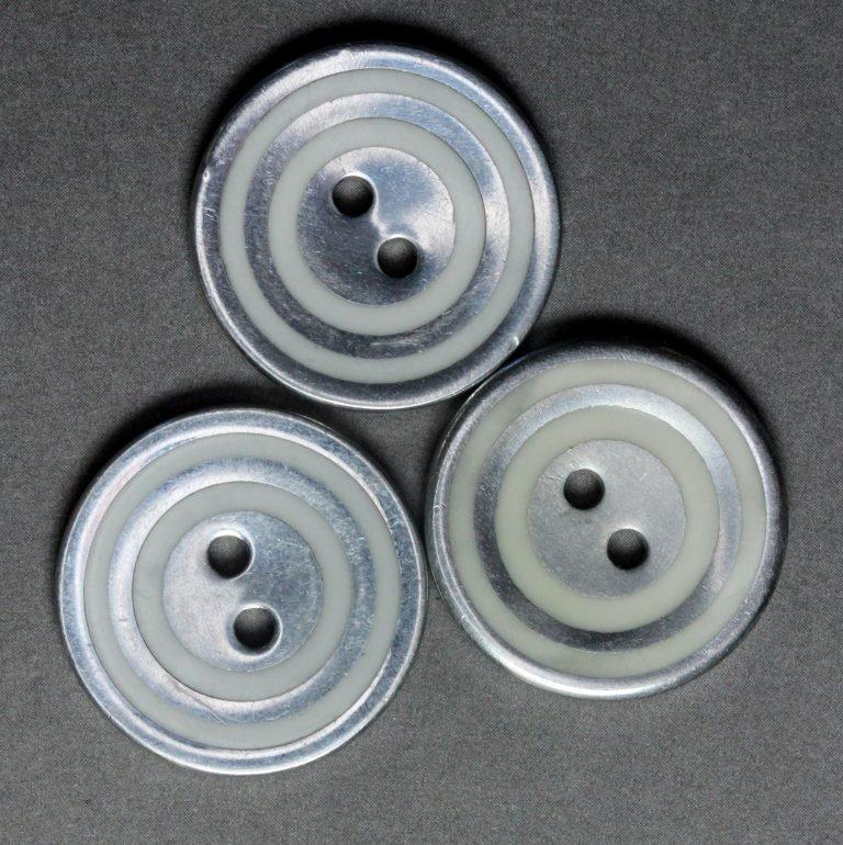 Metal Button with Bullseye Design P576