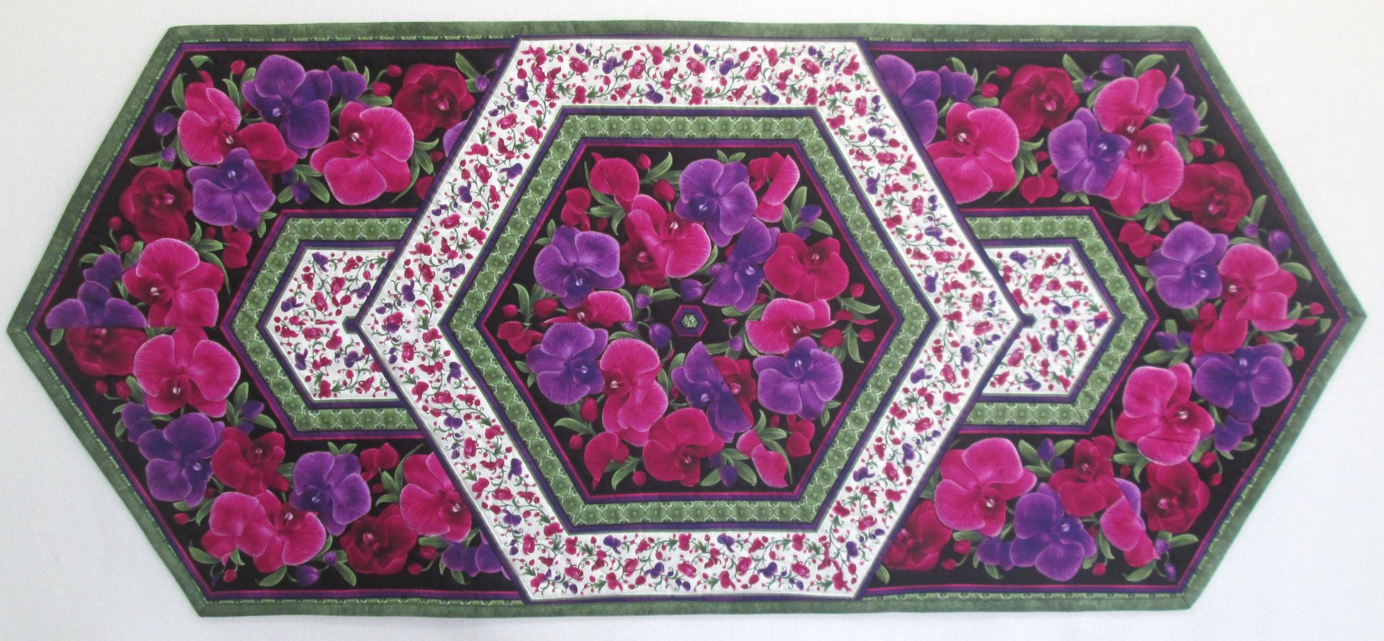 Wild Orchid Triangle Frenzy Table Runner Kit 19.75 x 45