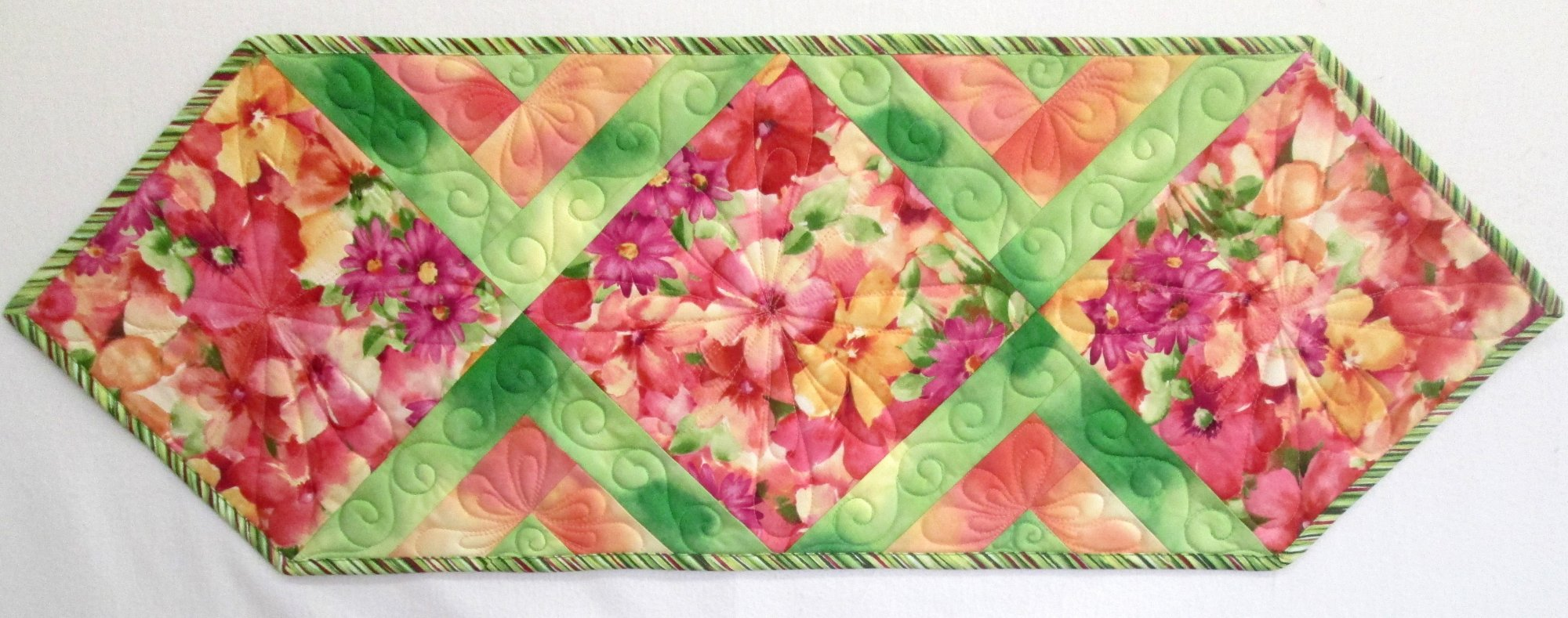 Sophia In the Middle Floral Table Runner Kit