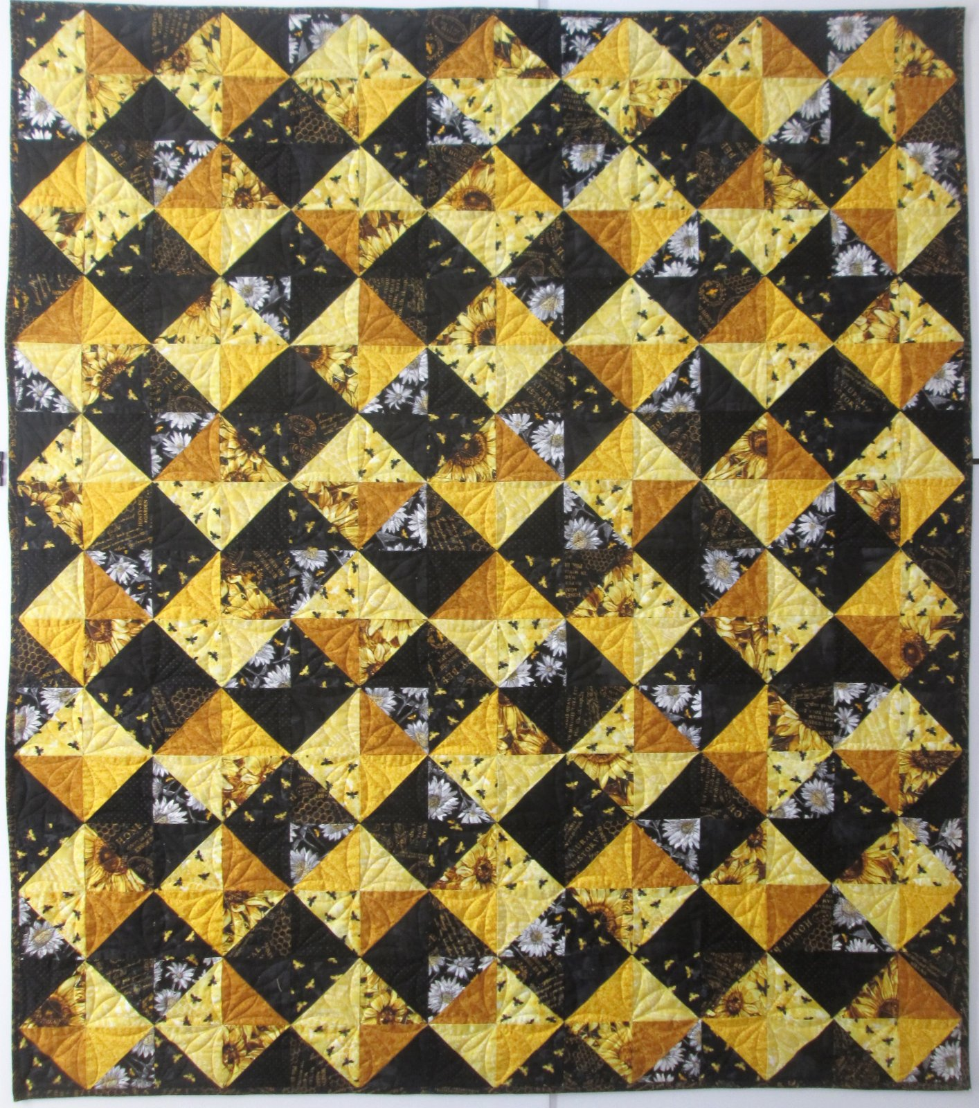 A Bee's Life French General Favorites Quilt Kit 56 x 65