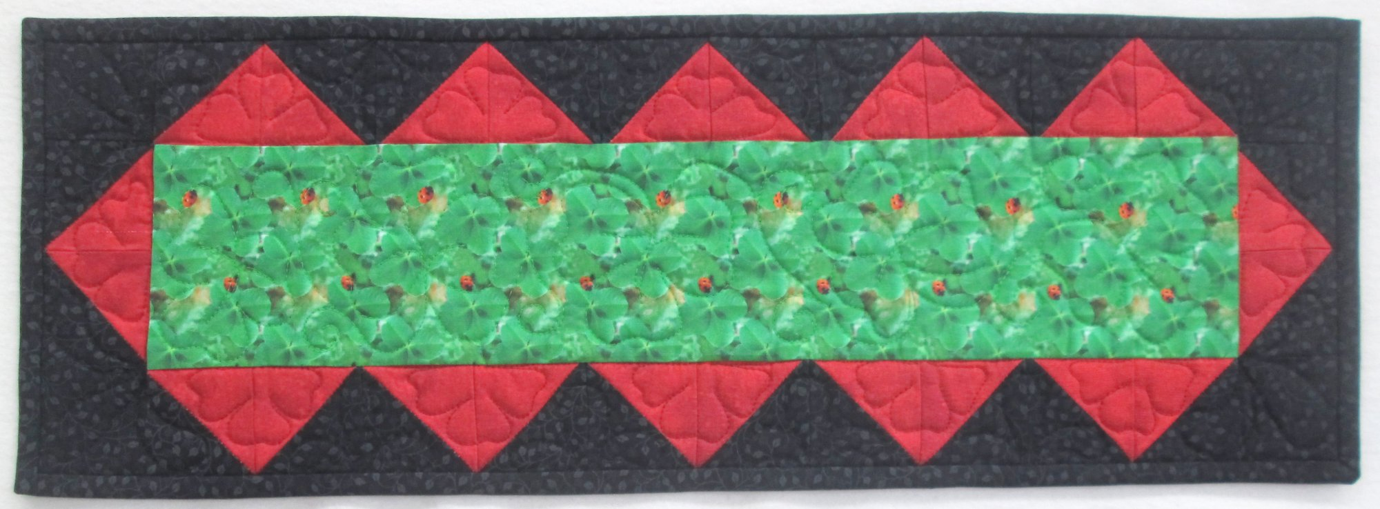 Shamrock & Ladybug Beautifully Easy Table Runner Kit  8 1/2 by 24 1/2