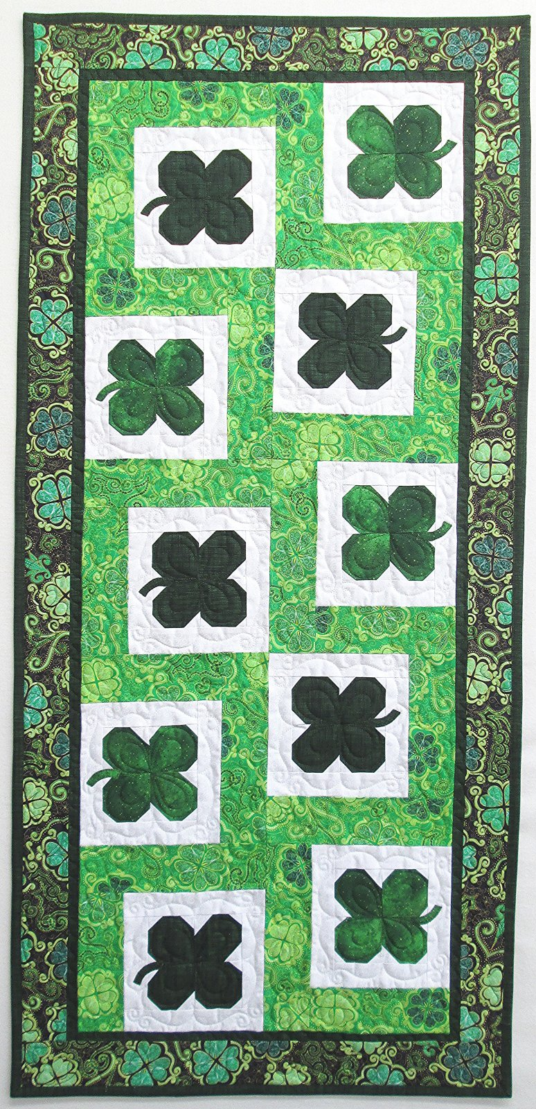 Lucky Clovers Table Runner Sample 21 x 44.5