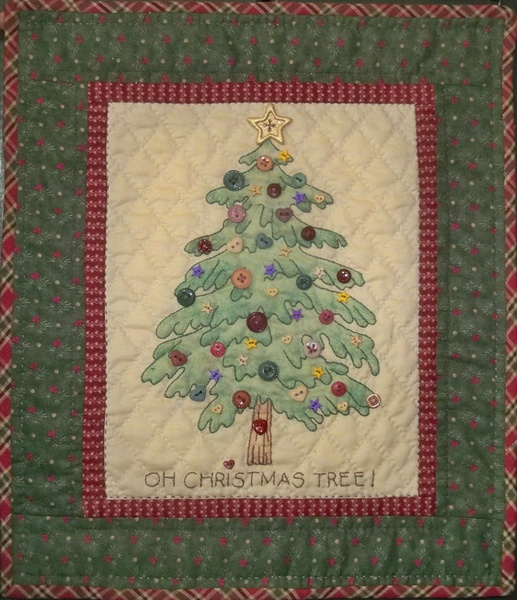 Chickadee Hollow Designs Homespun Christmas Tree CHD730  includes star button
