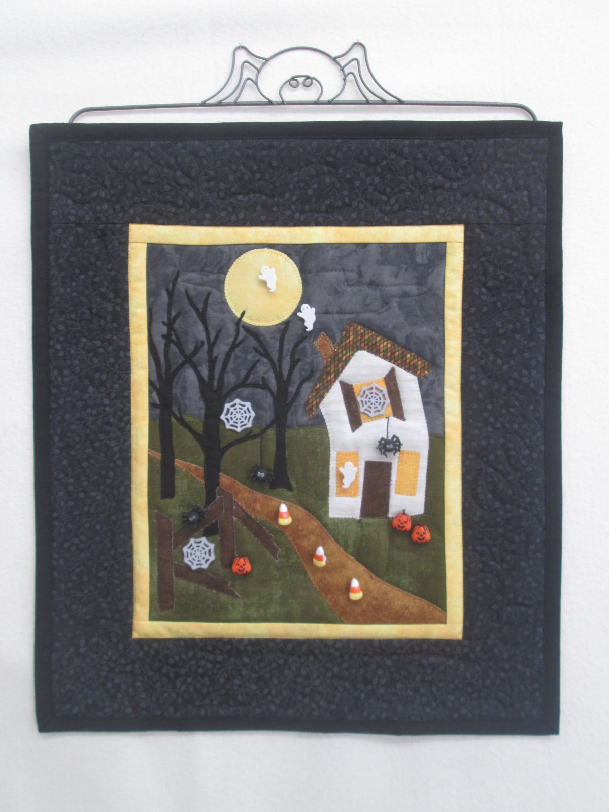 Boo In the Night Wall Hanging Kit 15 x 17.5 incl buttons &  pattern by Theresa Cameron