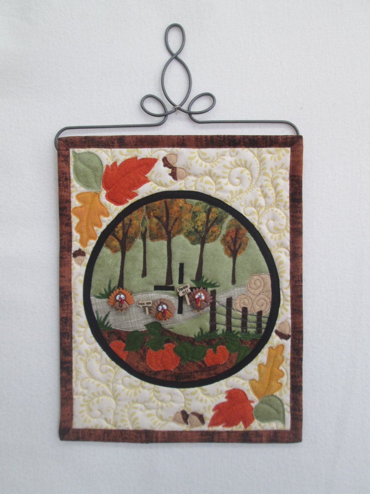 Turkey Shoot Wall Hanging Kit 9 x 11 1/2  includes Turkey Trot buttons pattern & binding