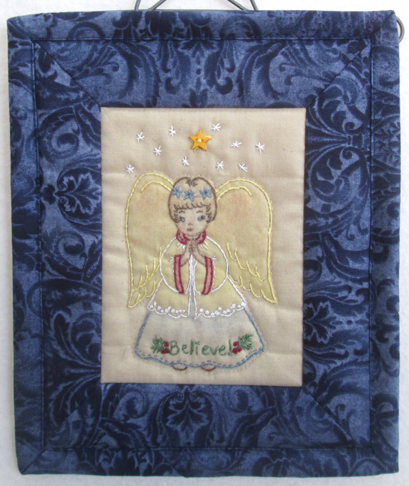 Chickadee Hollow Christmas Keepsakes Angel Mini Wall Hanging Kit Includes Buttons Backings & Binding