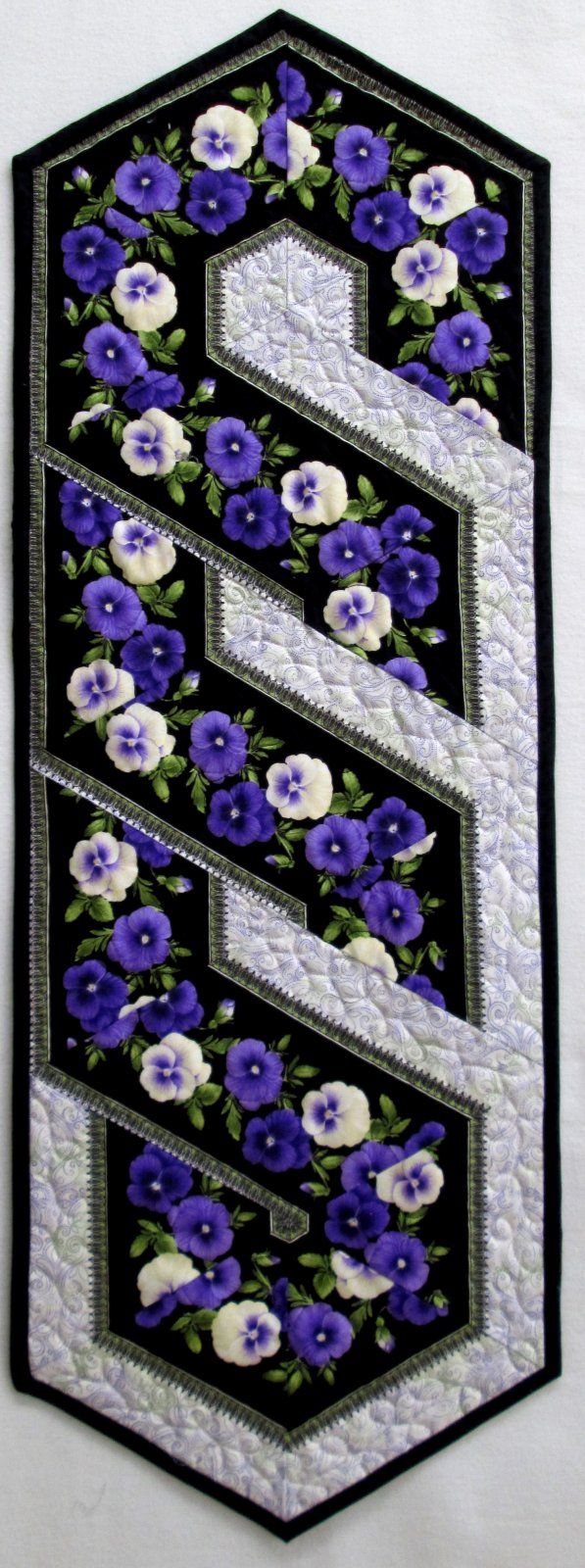 Accent on Pansies Triangle Frenzy Swirl Table Runner Kit