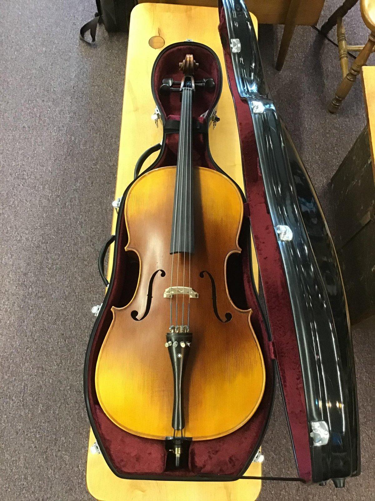 Pre-Owned Cecilio CCO-600 3/4 size Cello w/ Hard Case