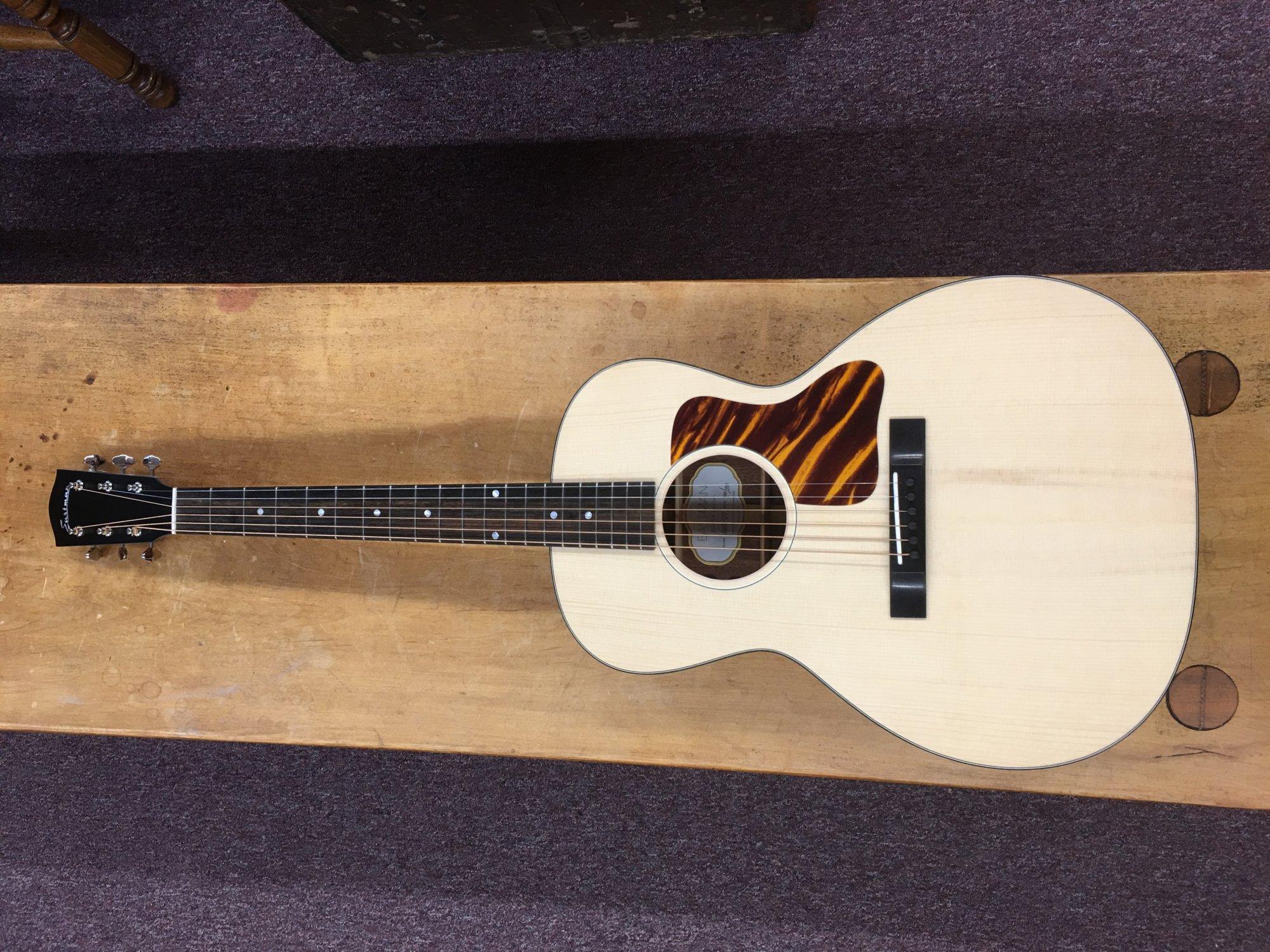 Eastman E1OOSS-LTD Sloped Shoulder OO Style Acoustic Guitar