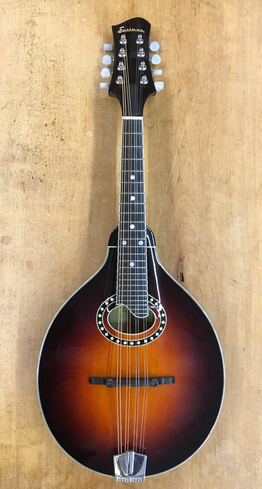 Eastman MD504-CS A-Style Mandolin in Classic Sunburst W/Hardshell Case