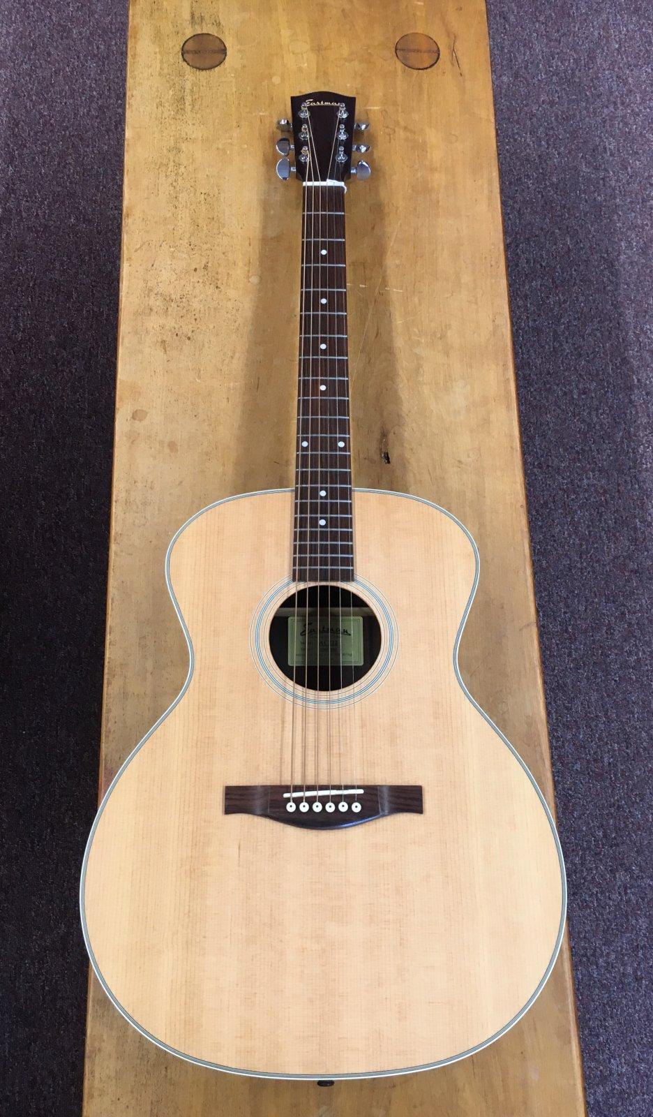 Eastman AC222 Grand Auditorium Guitar W/Padded Gig Bag