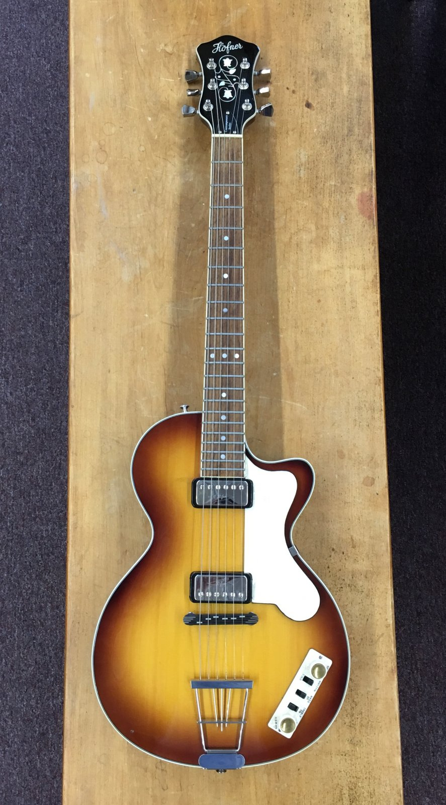 Hofner Contemporary Semi-Hollow Electric Guitar w/ Hard Case