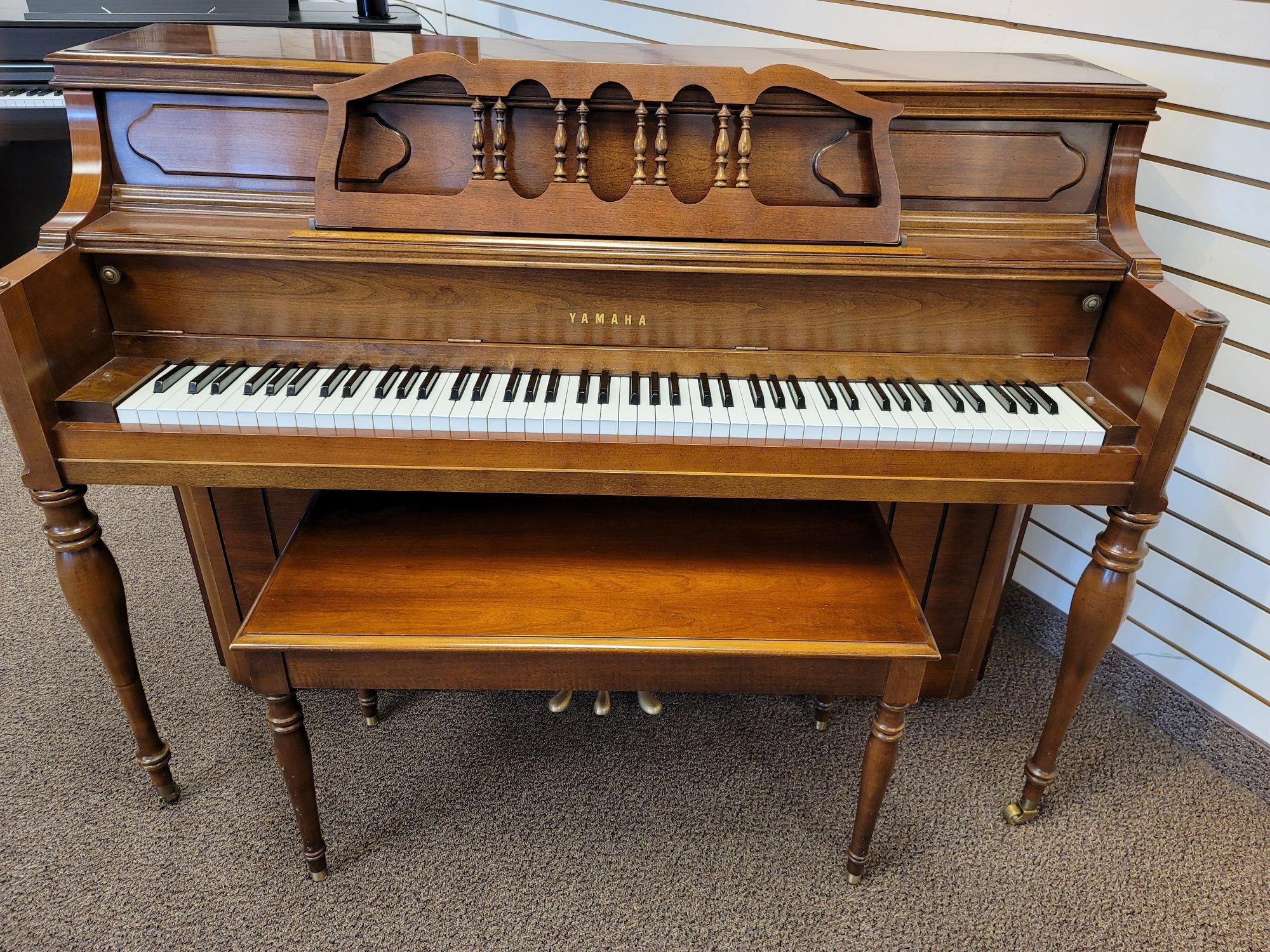Yamaha M216 Vertical Piano (Cherry)