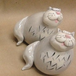 Gray/White Cat Salt & Pepper Set