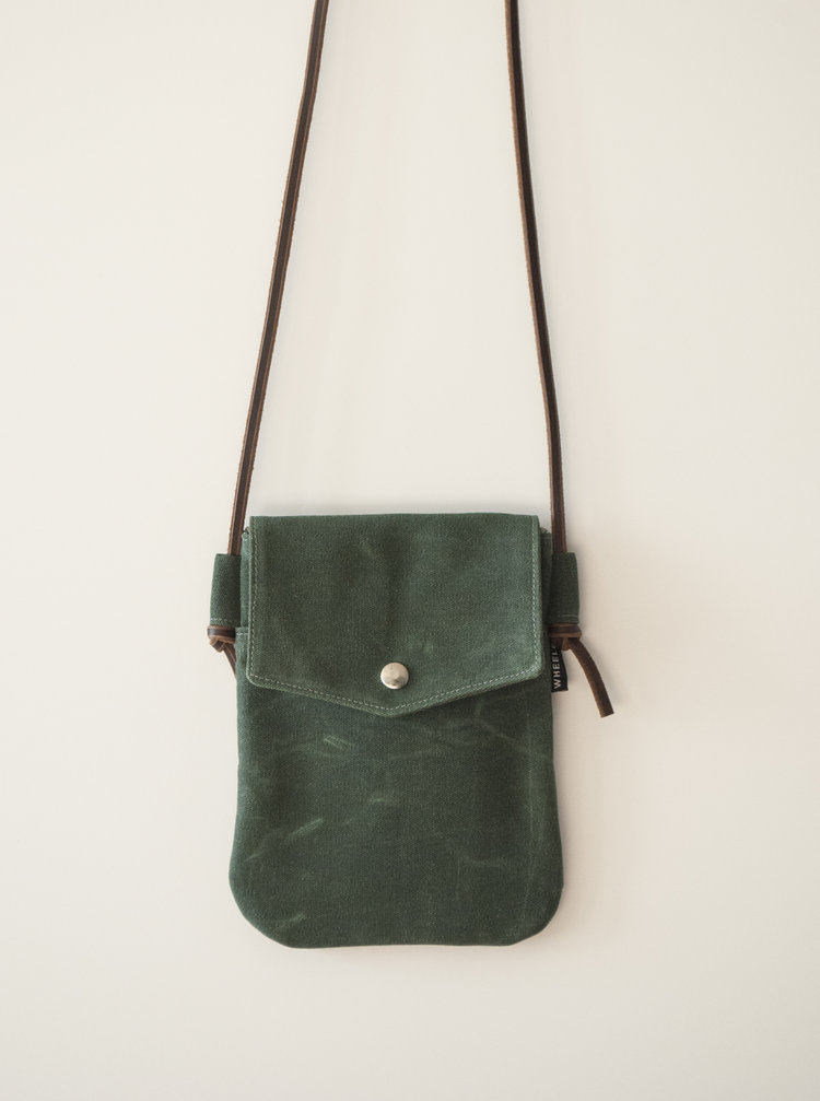 Simple Hunter Crossbody Bag