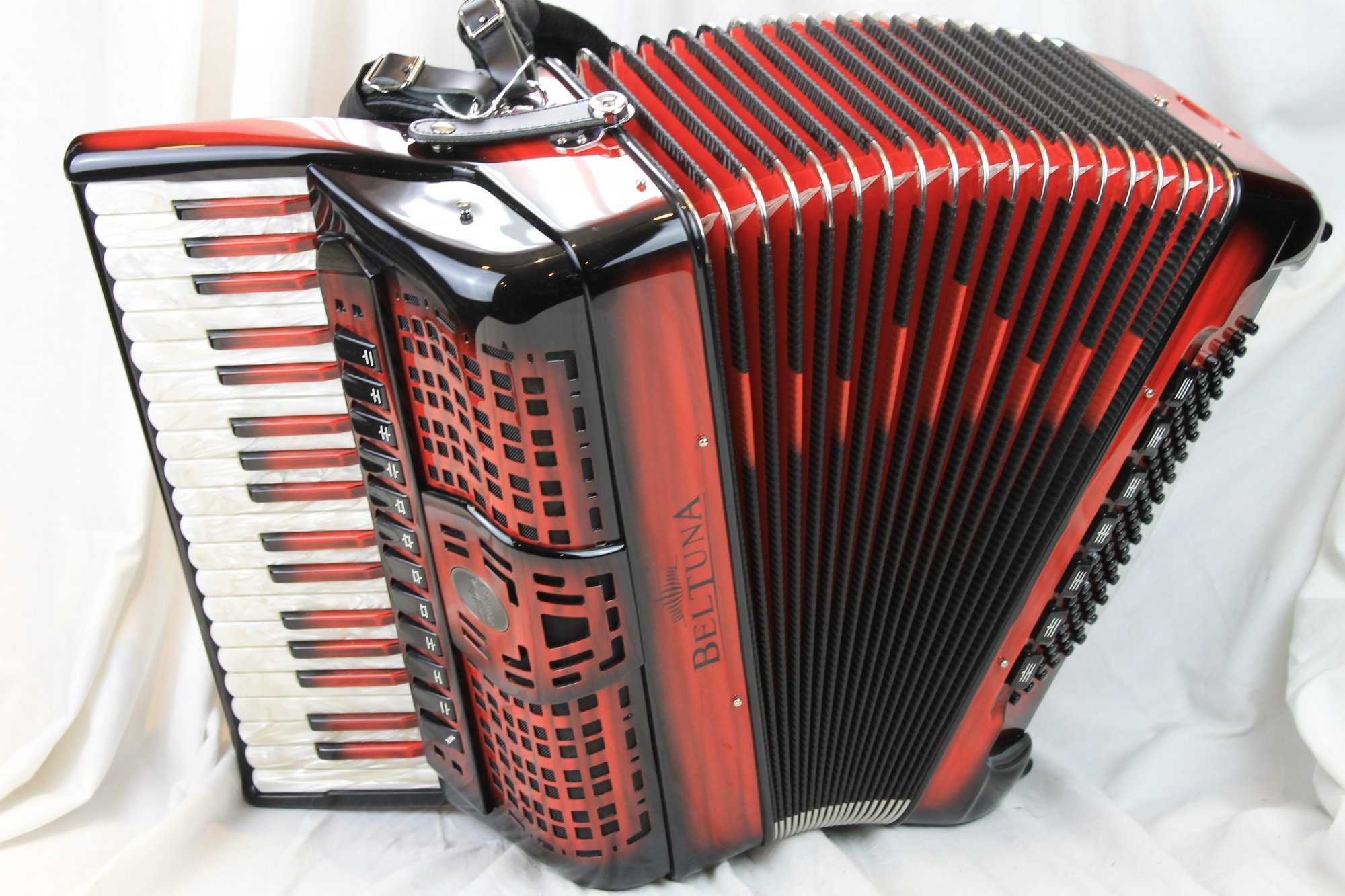 NEW Red Shadow Beltuna Prestige IV Piano Accordion LMMH 37 96