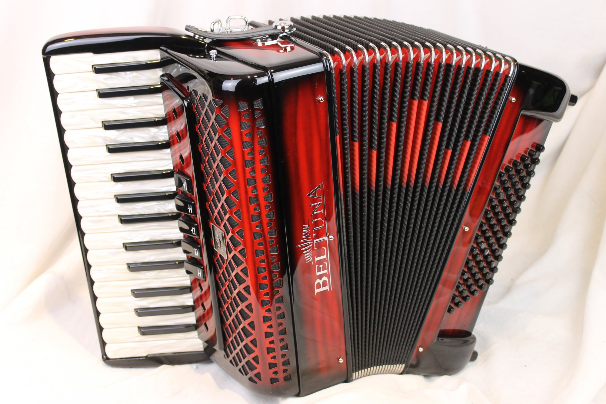 NEW Red Shadow Beltuna Studio III Piano Accordion LMM 30 72