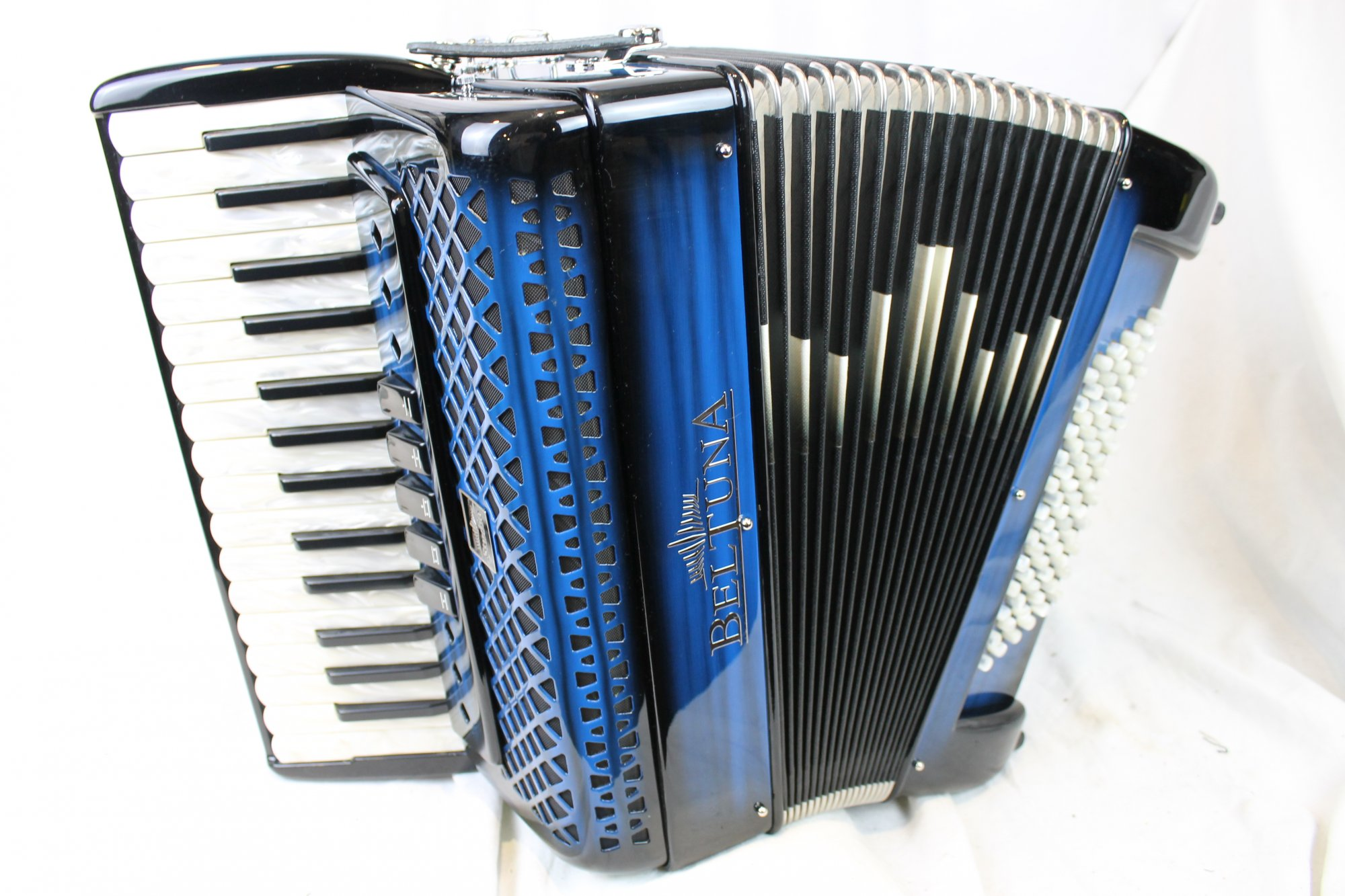 NEW Blue Shadow Beltuna Studio III Piano Accordion LMM 30 72
