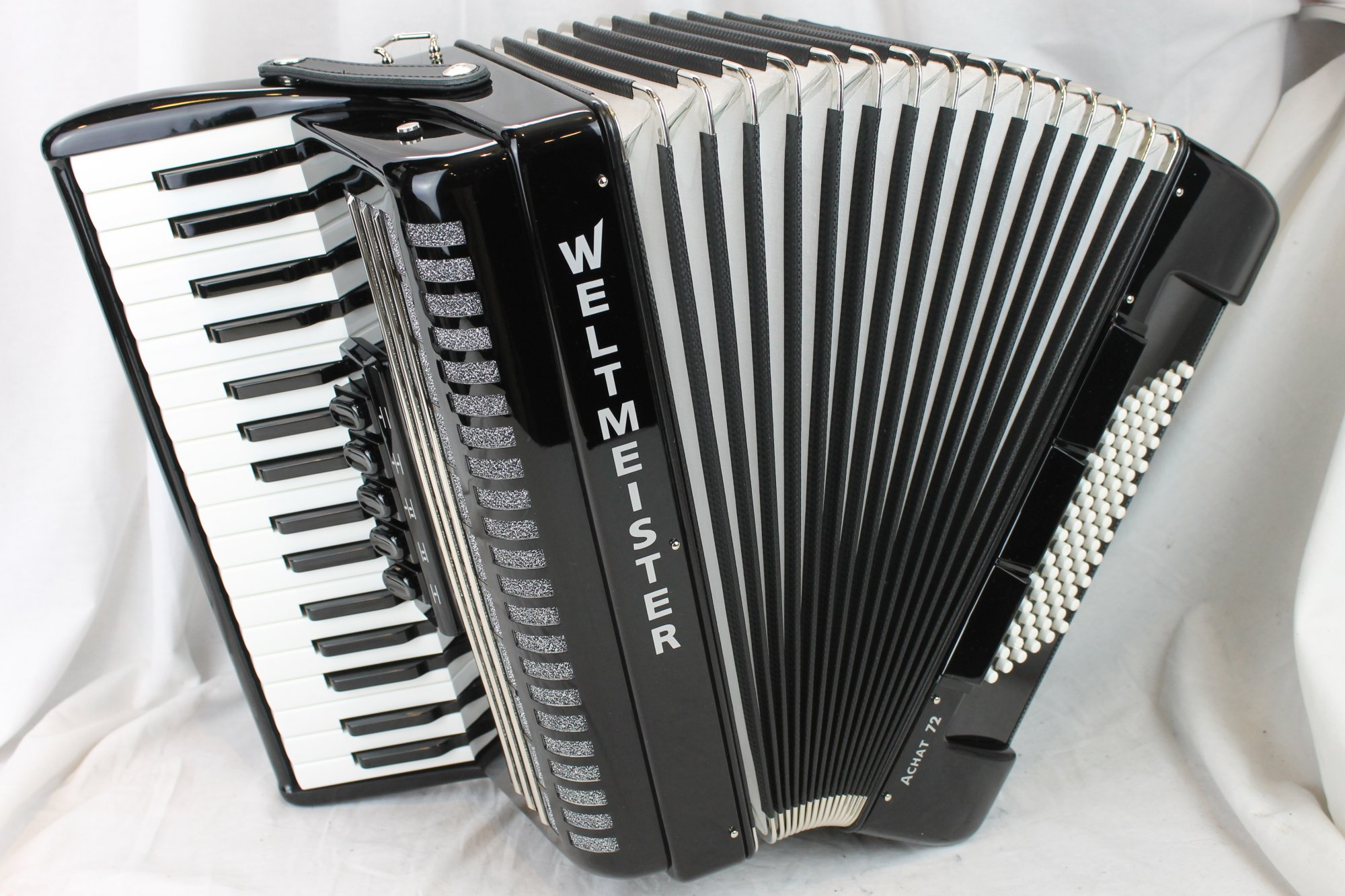NEW Black Weltmeister Achat Piano Accordion LMM 34 72