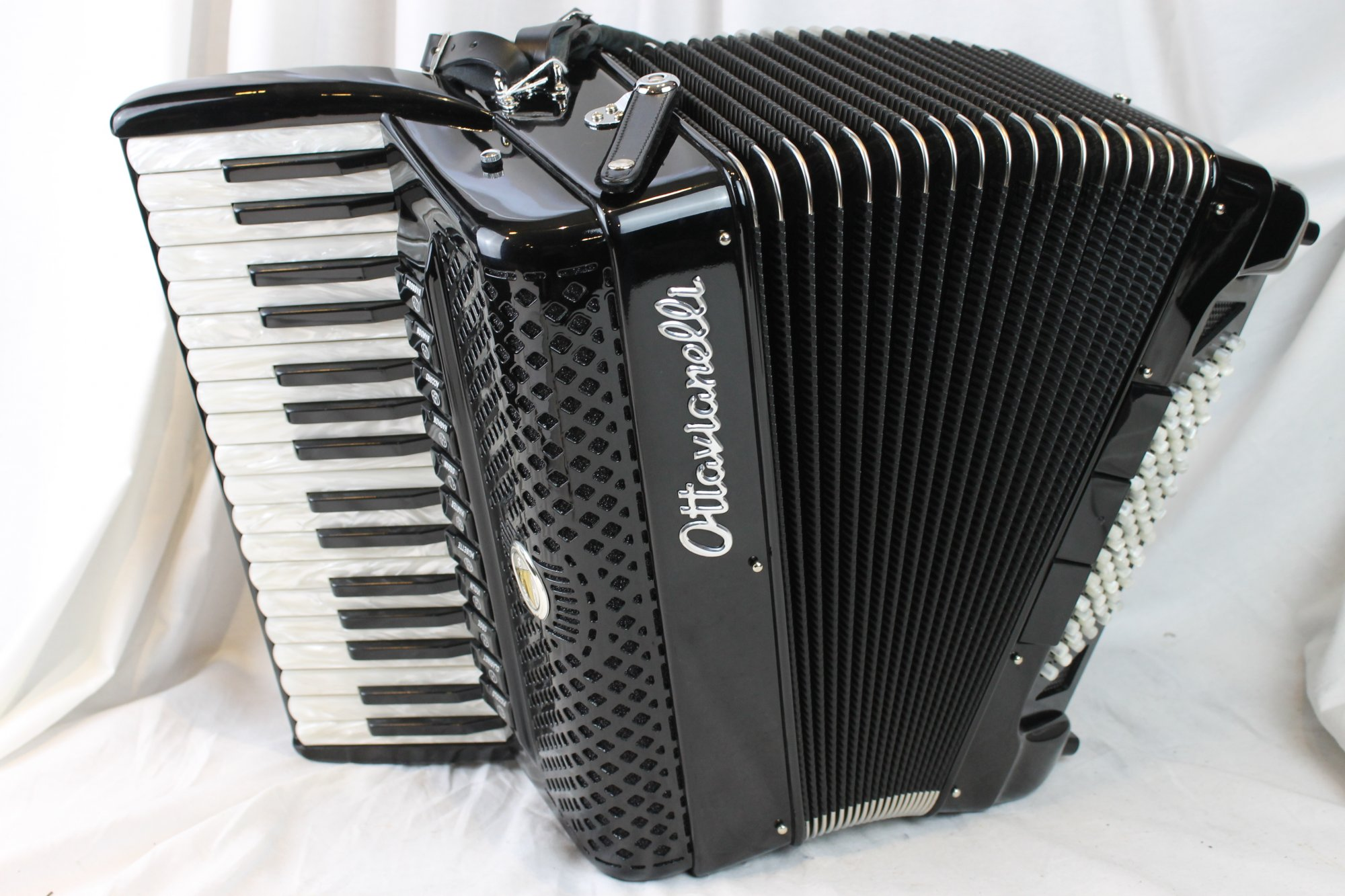 NEW Black Ottavianelli Aero II Piano Accordion LMMM 34 72