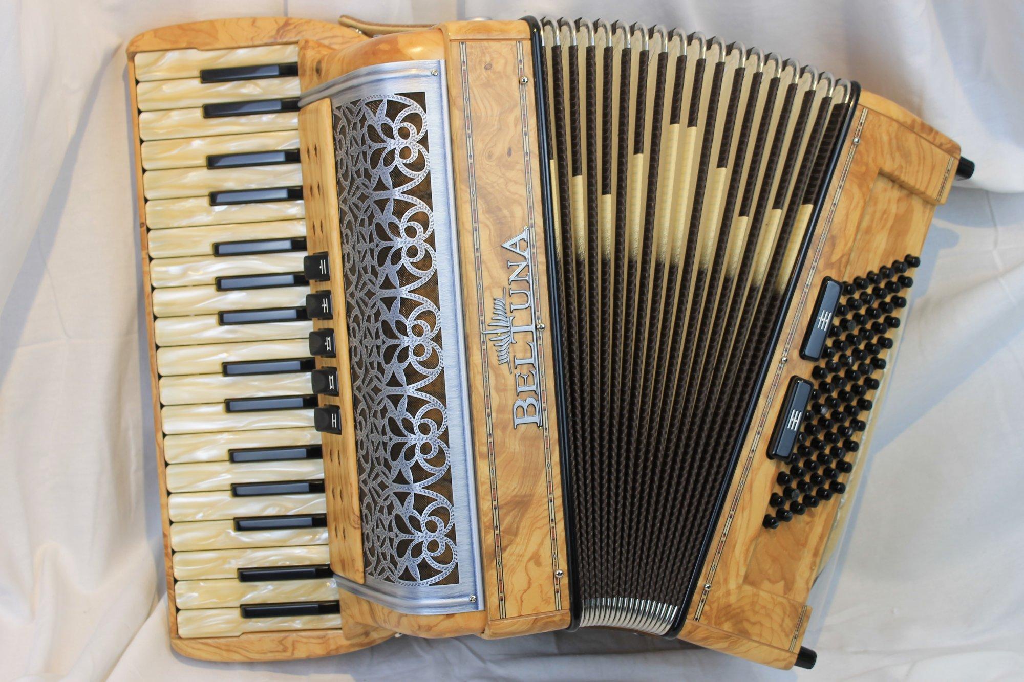 NEW Olive Ash Beltuna Alpstar III Piano Accordion LMM 34 72