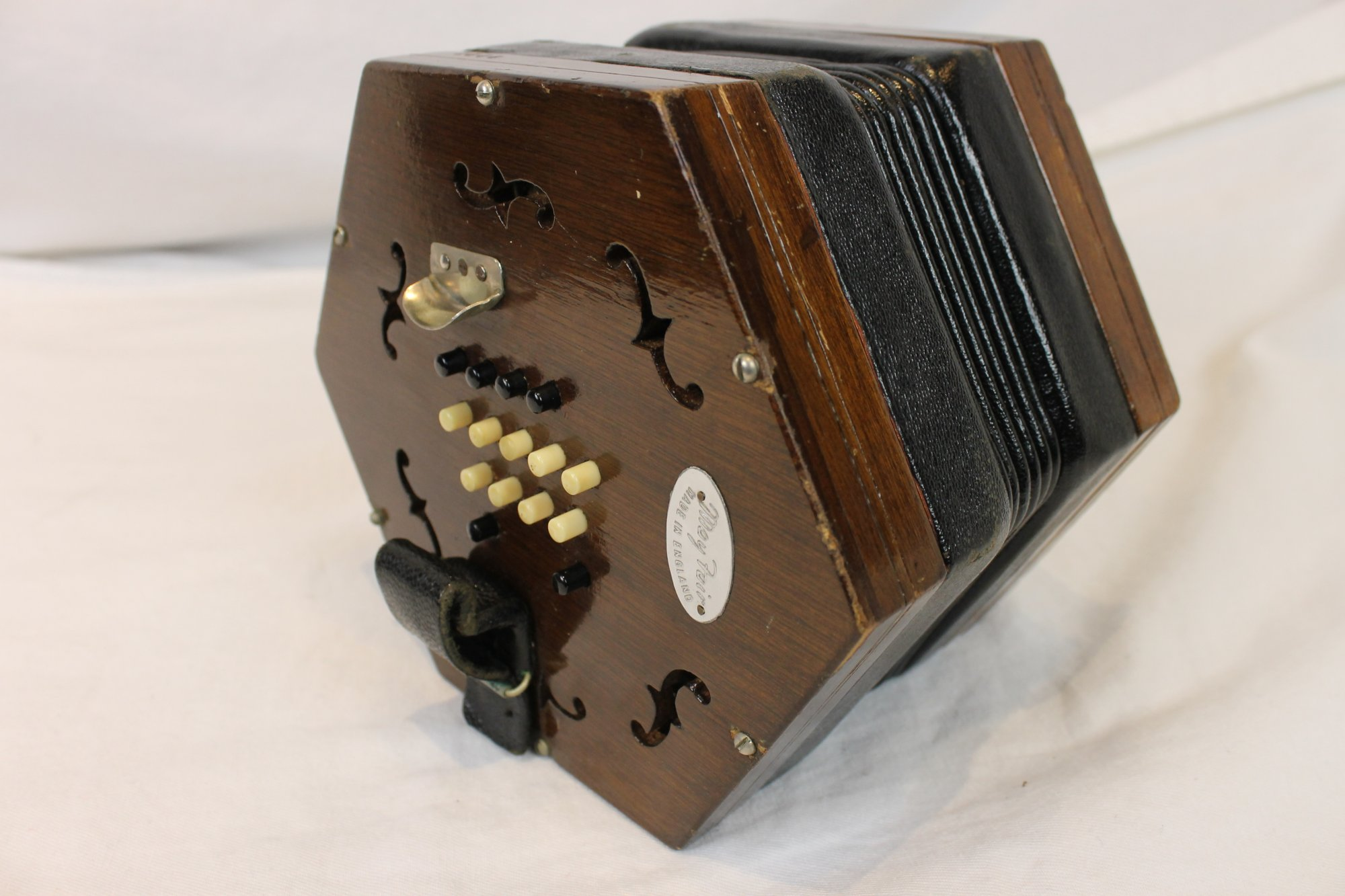 4001 - Walnut Wheatstone Mayfair English Concertina 30 Button Treble  G3-C6