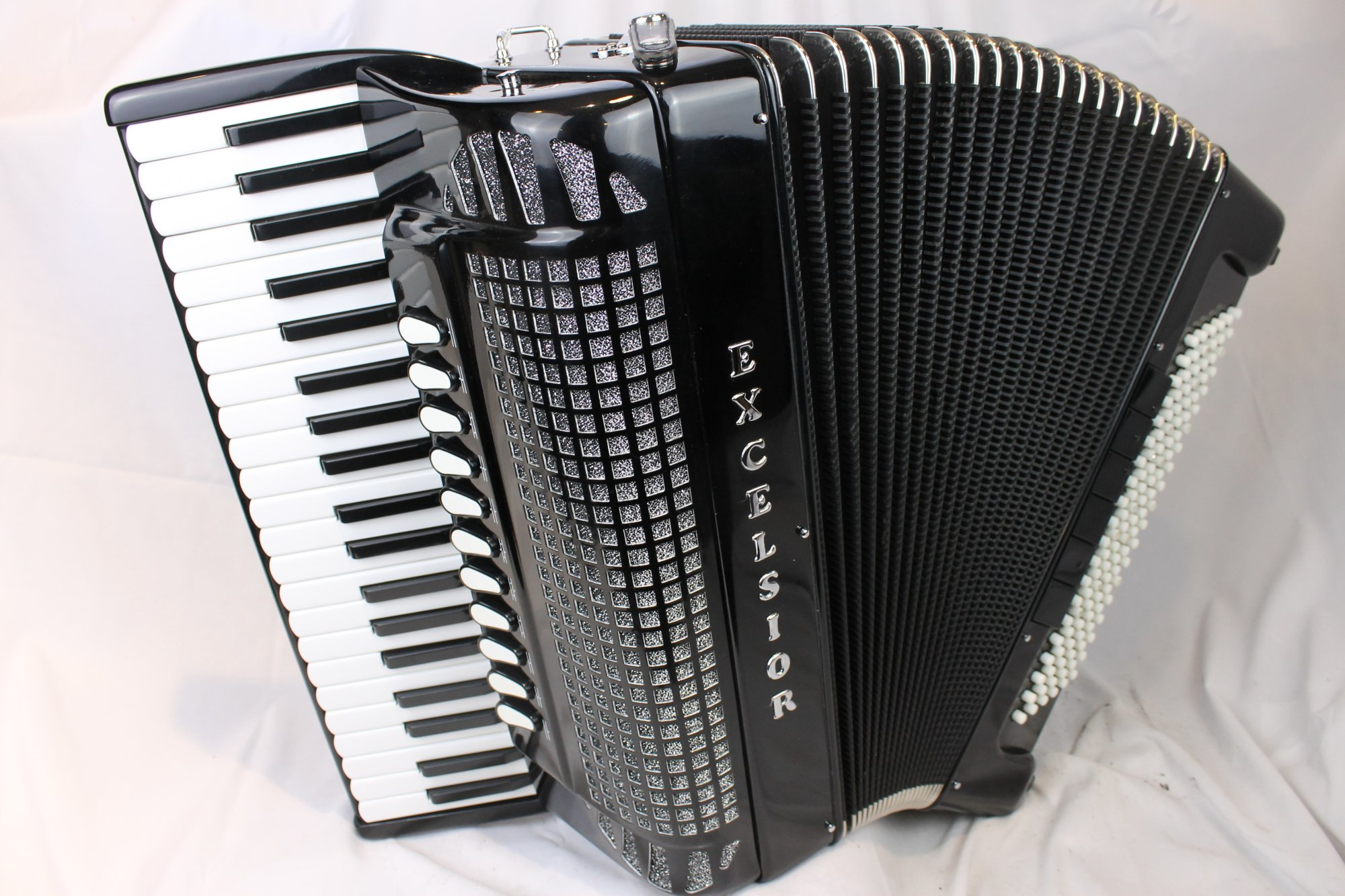 4046 - Like New Black Excelsior Free Bass Piano Accordion LMMH 41 120