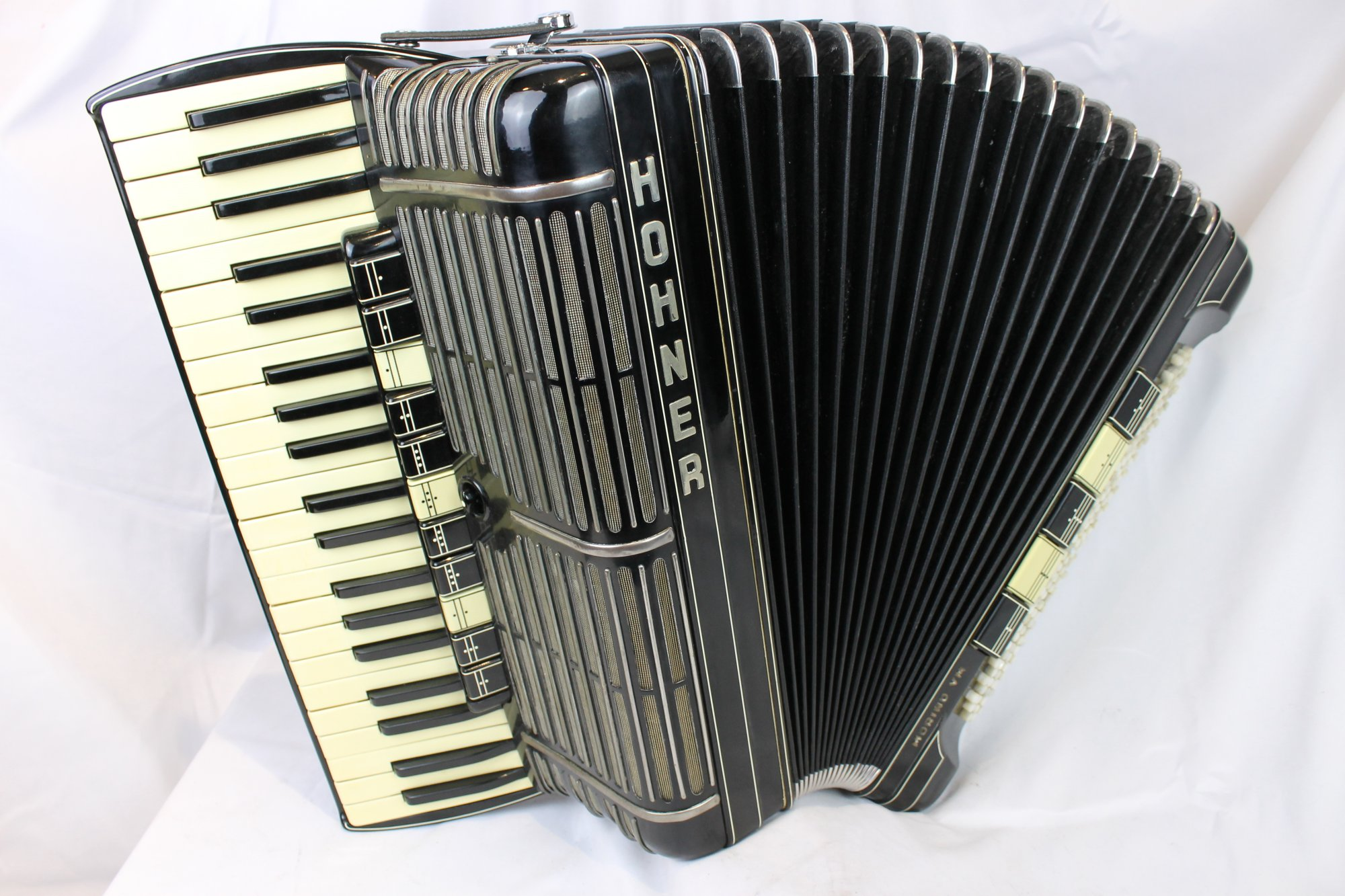 4057 - Black Hohner Morino VM Piano Accordion LMMMH 41 127