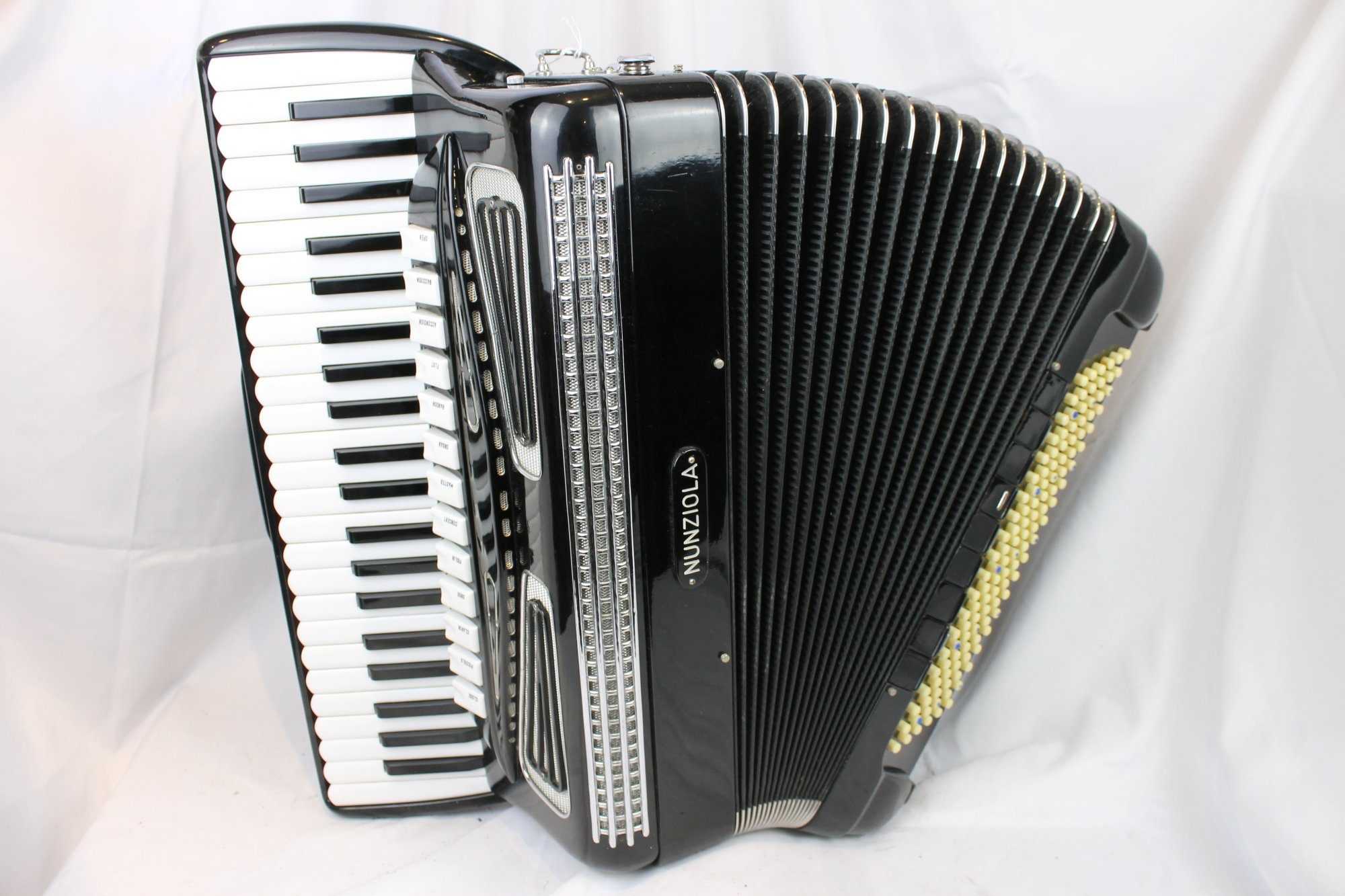 4075 - Black Nunziola Piano Accordion LMMH 45 120