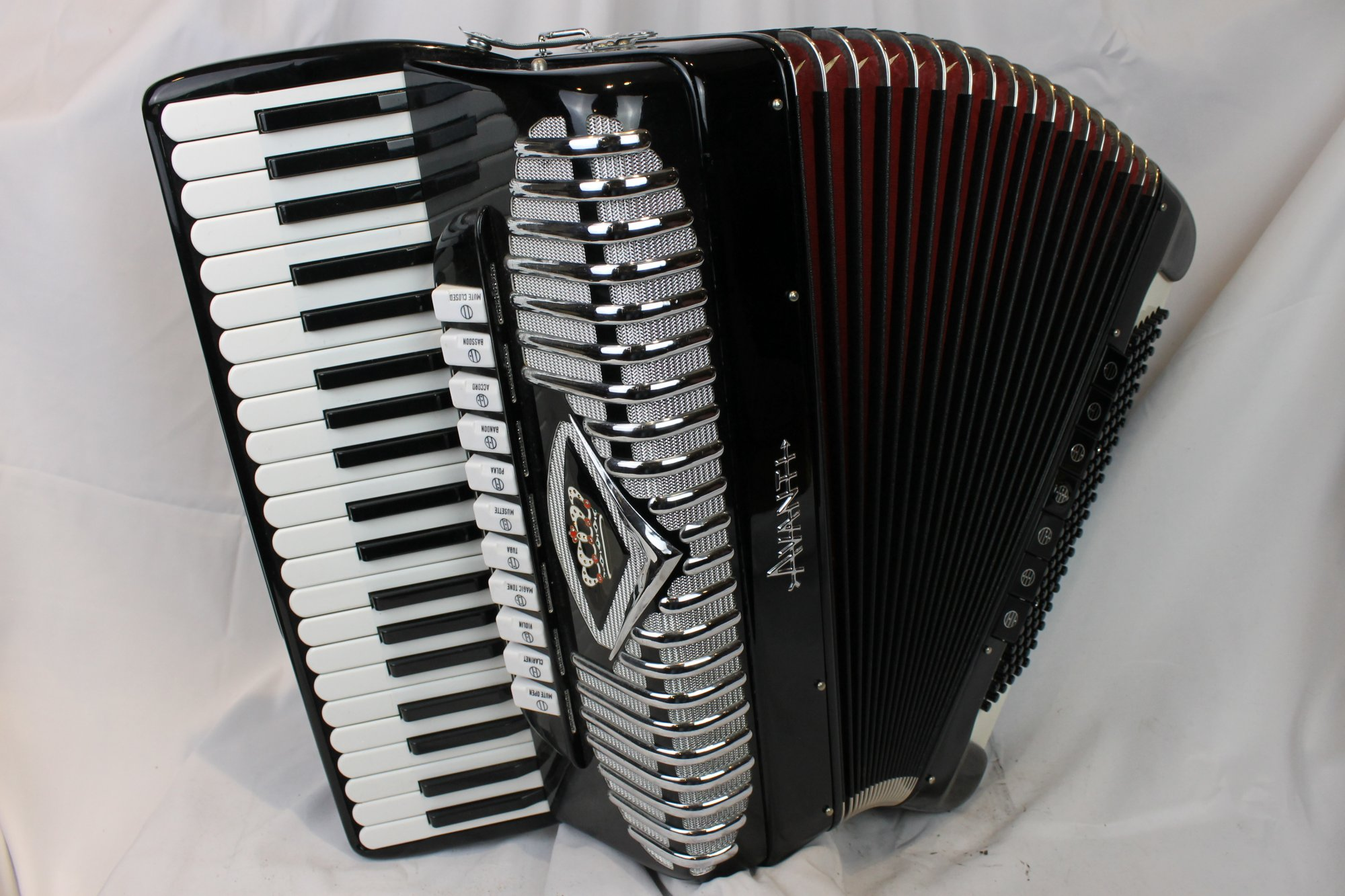 4090 - Like New Black Avanti Piano Accordion LMMM 41 120