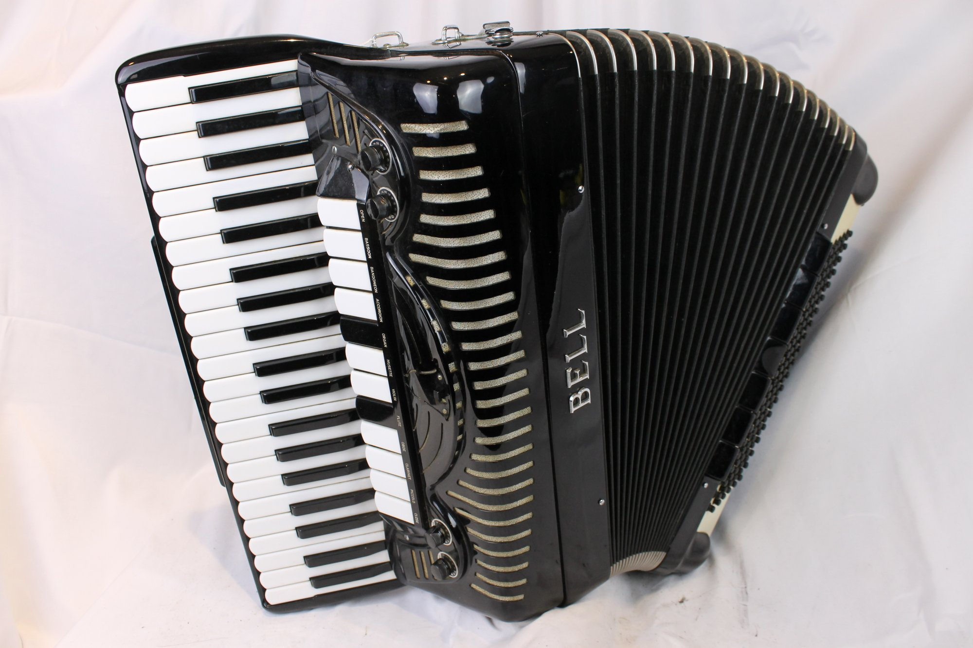 4096 - Black Bell Piano Accordion LMMH 41 120