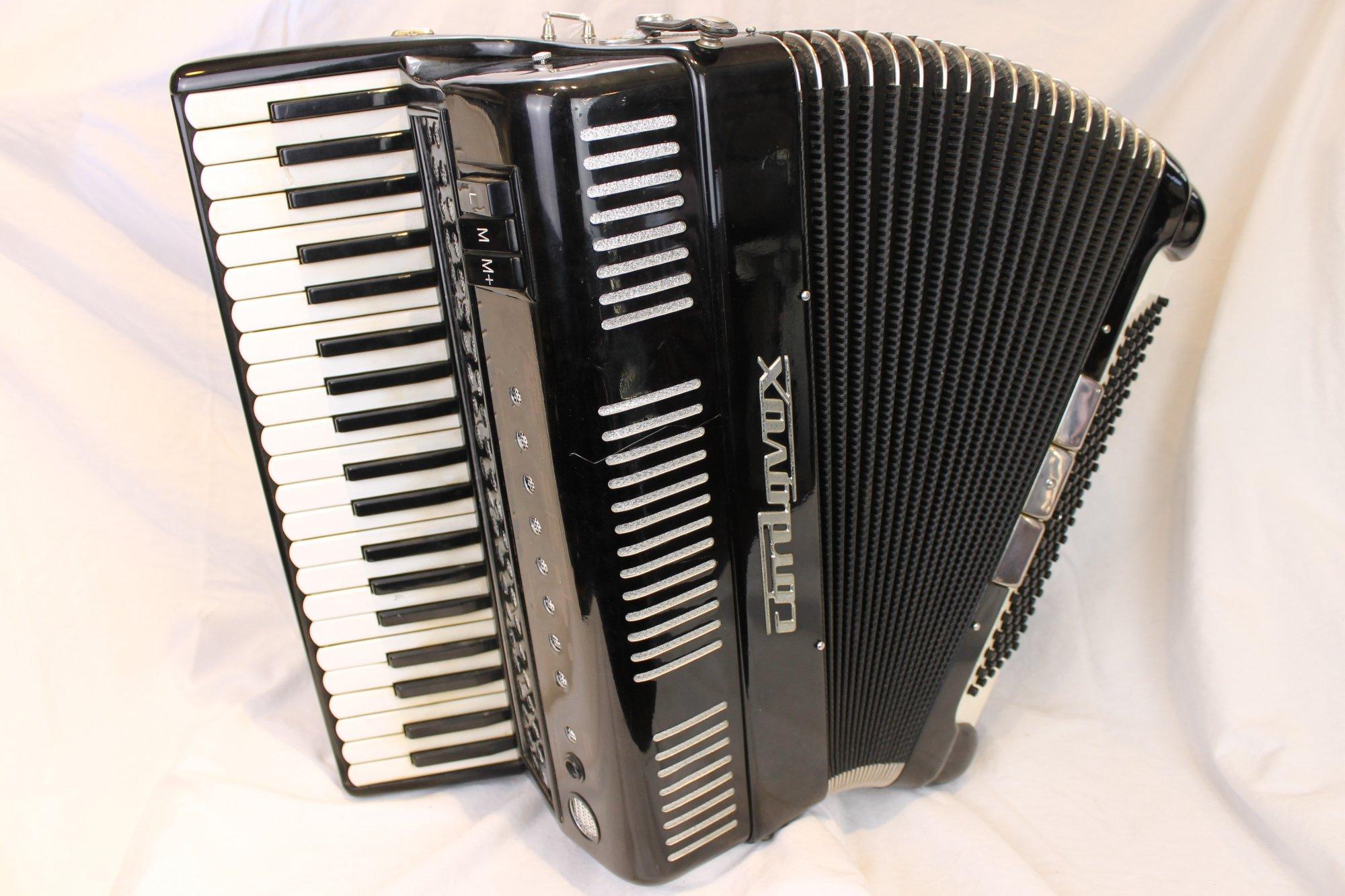 4162 - Black Cordovox CRD-A 2000 Tone Chamber Piano Accordion LMM 41 120