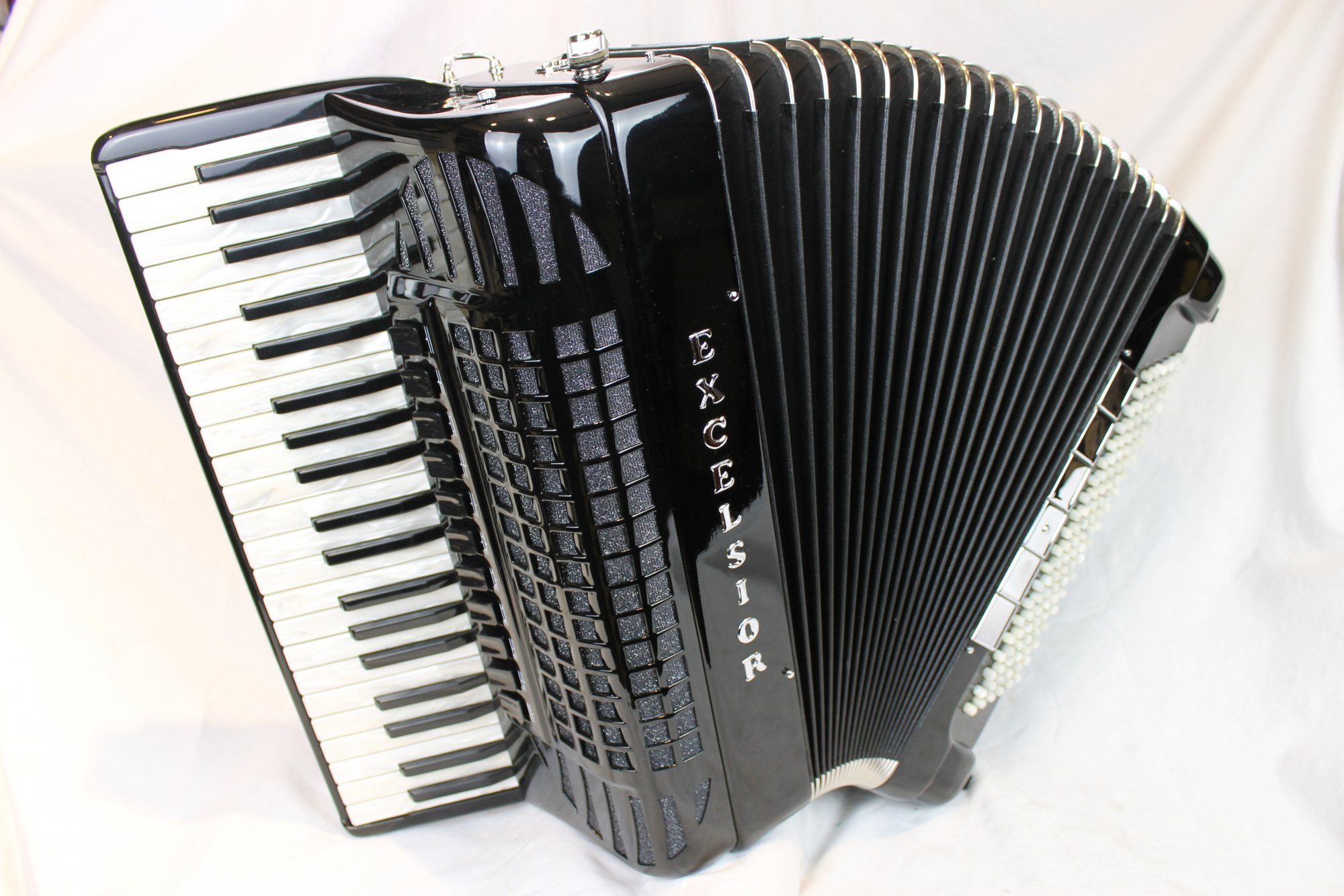 4165 - Like New Black Excelsior Magnante Piano Accordion LMMH 41 120