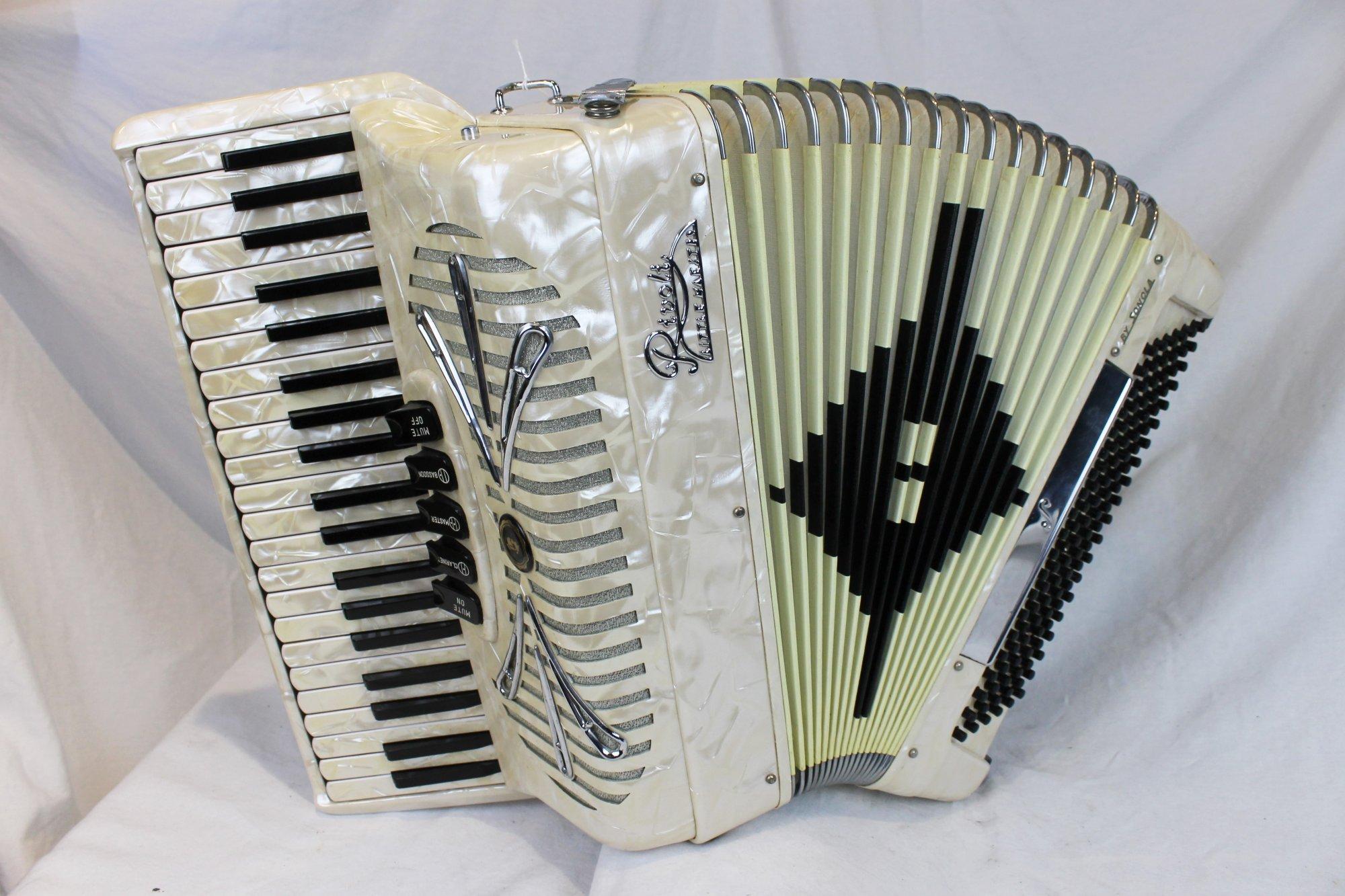 4208 - Ivory Sonola Rivoli Little Maestro Piano Accordion LM 41 120