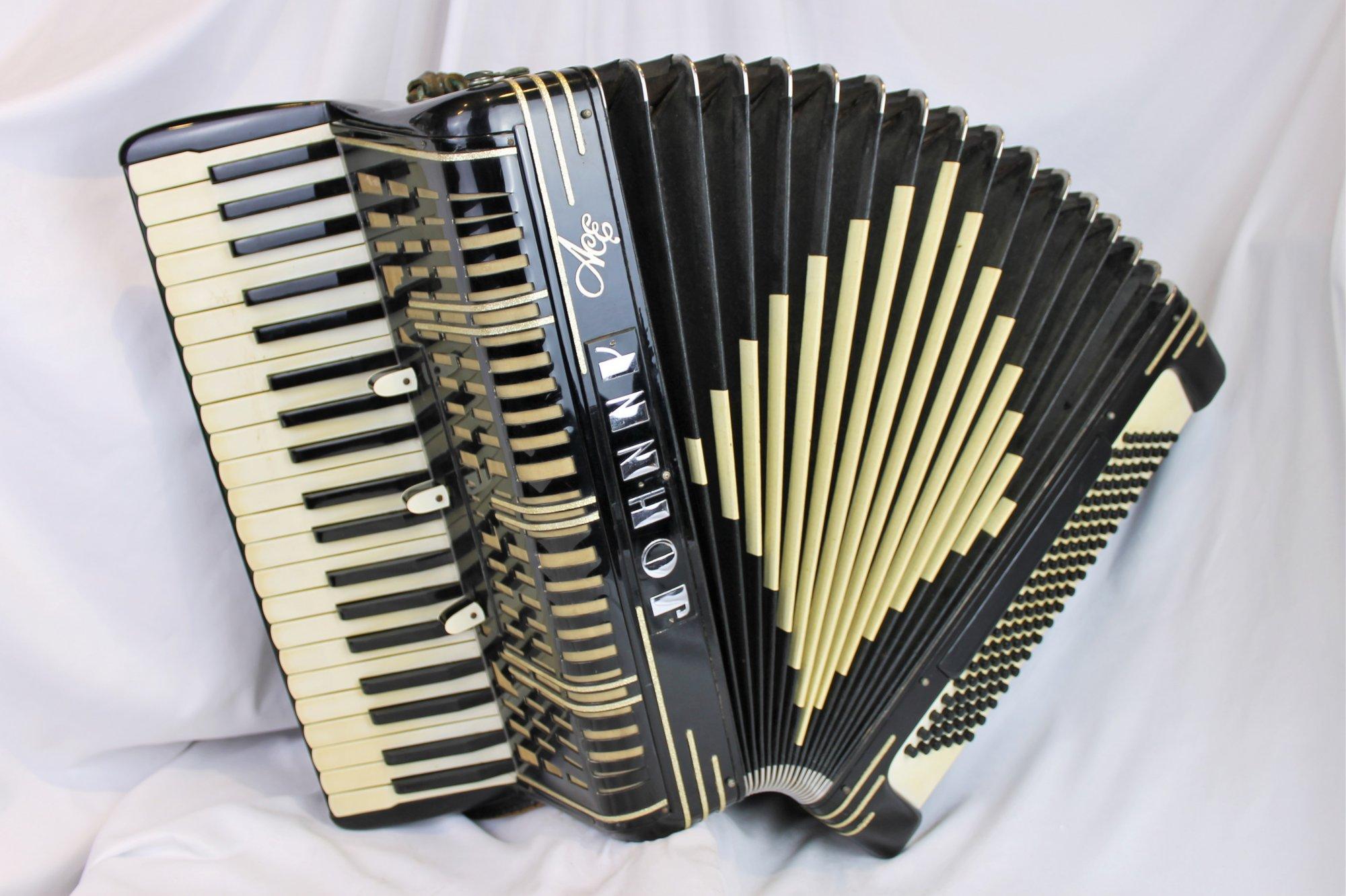 4337 - Black Ace 70 Johnny Piano Accordion LMM 41 120