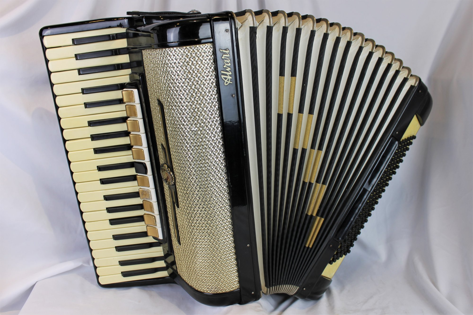 4372 - Black Alvari Piano Accordion LMMH 41 120
