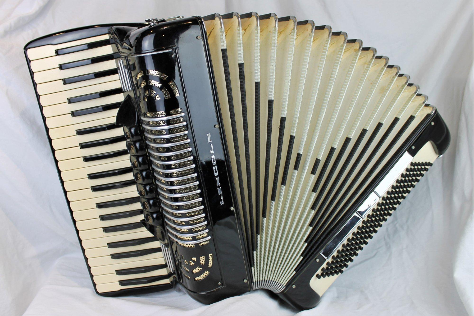 4377 - Black Lincoln Piano Accordion LMH 41 120