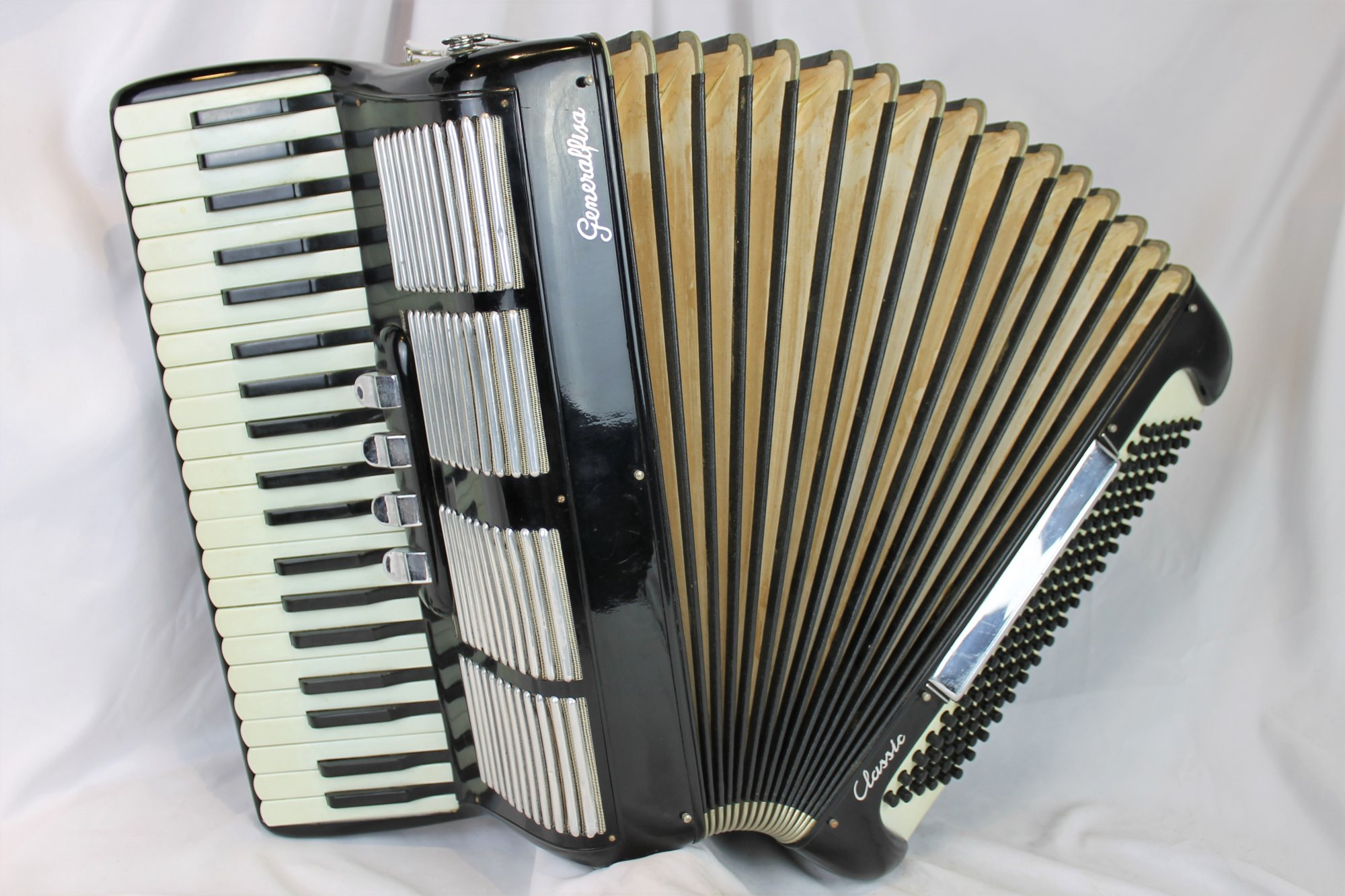 4388 - Black Generalfisa Classic Piano Accordion LMM 41 120