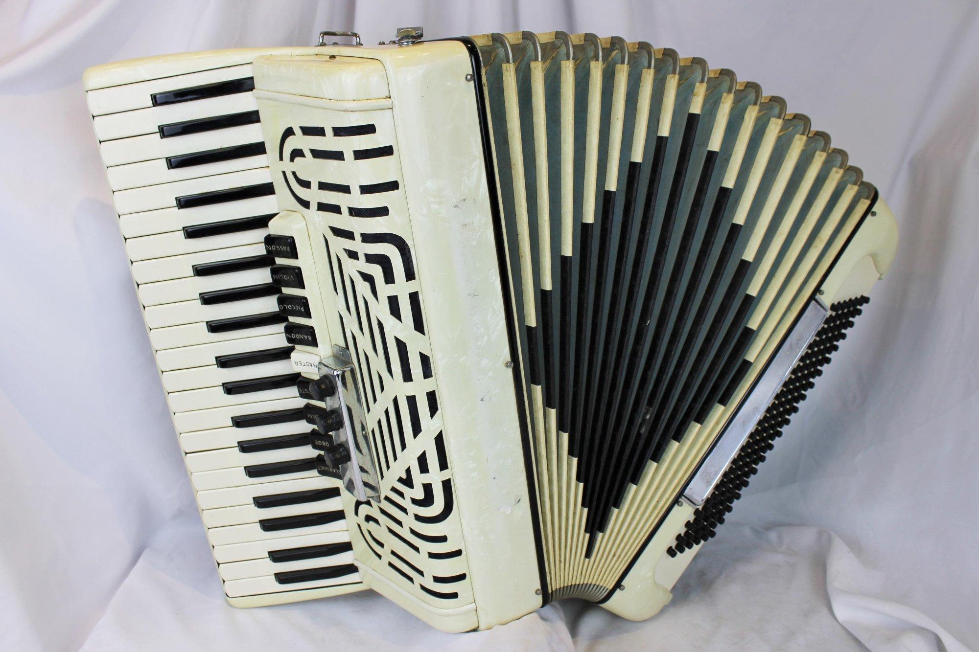 4391 - Vanilla Noble Piano Accordion LMMH 41 120