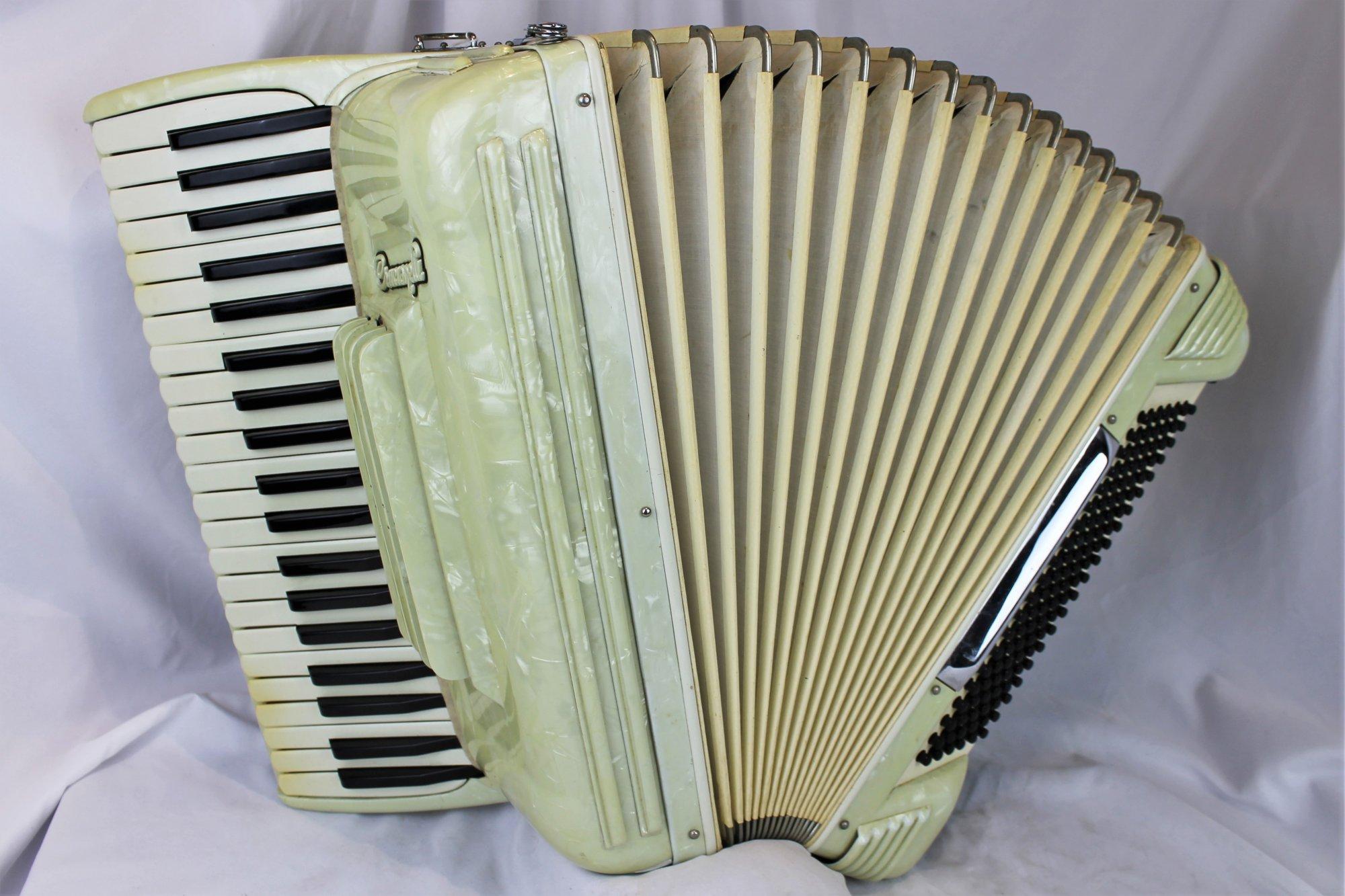 4392 - Cream Crucianellli Piano Accordion LMH 41 120