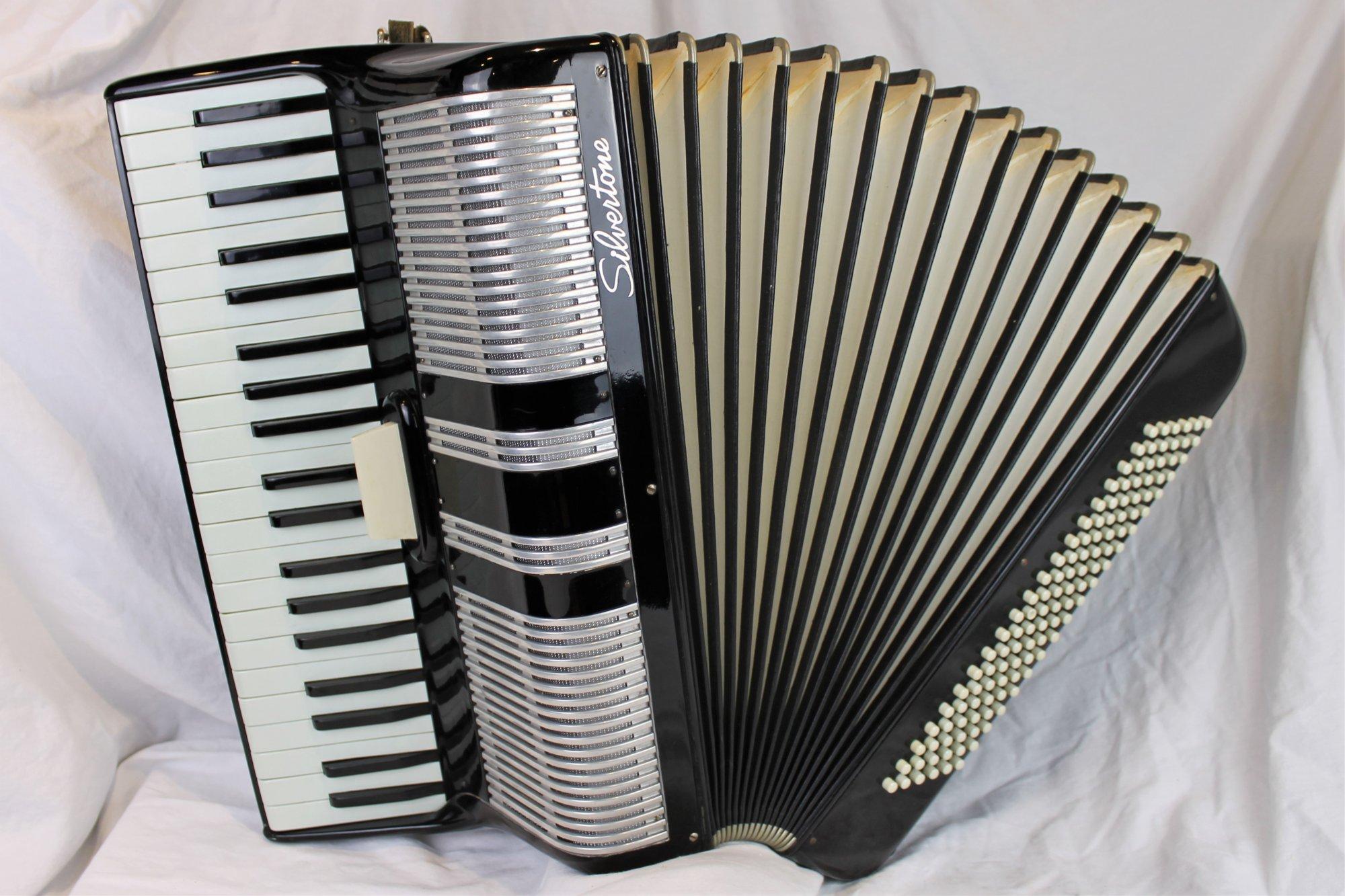 4424 - Black Silvertone Piano Accordion LM 41 120